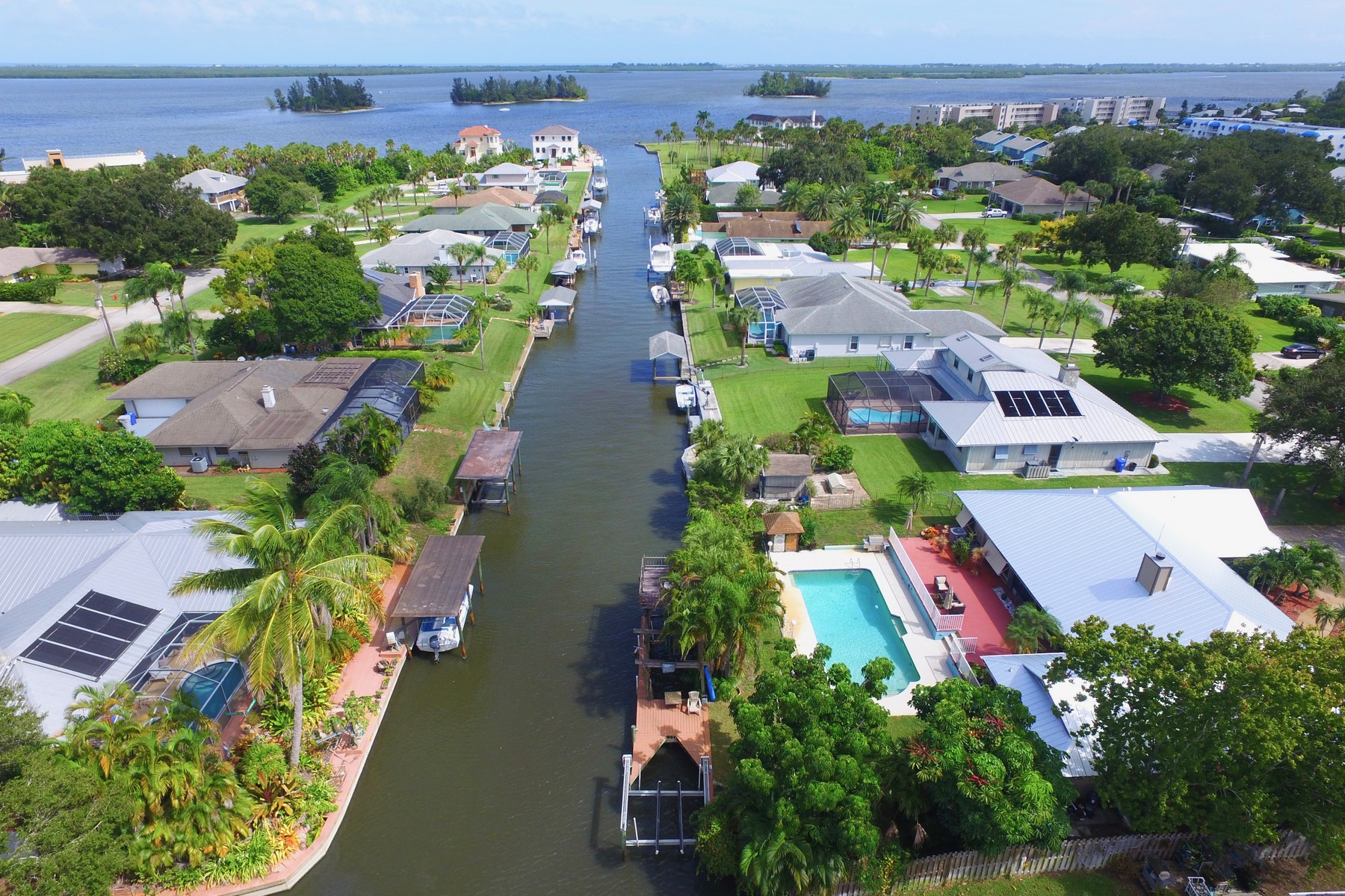 Additional photo for property listing at Unique Four Bedroom Canal Front Home With Two Boat Lifts 6626 110th Street Sebastian, Florida 32958 United States