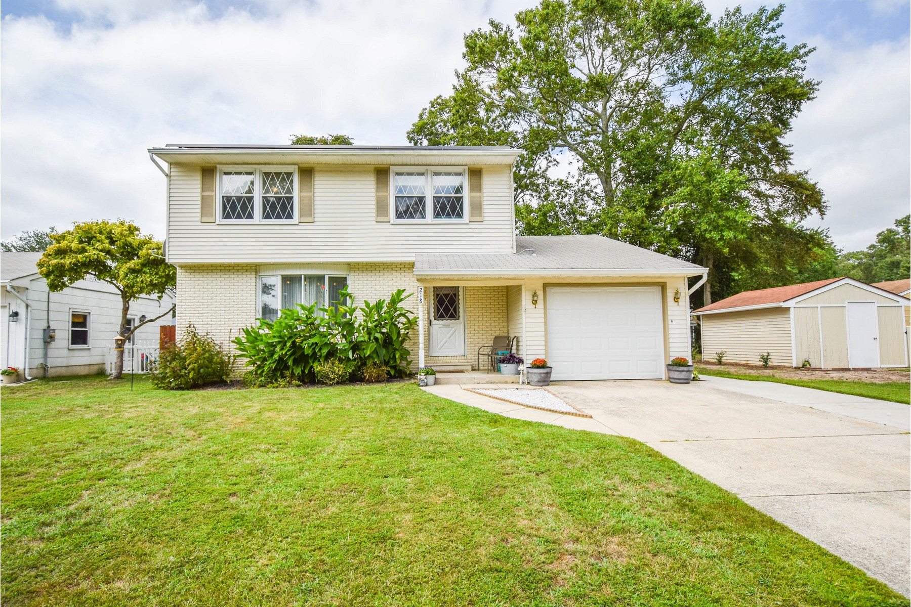 Single Family Homes for Sale at Cute Well Maintained Home 218 Deborah Lane North Cape May, New Jersey 08204 United States