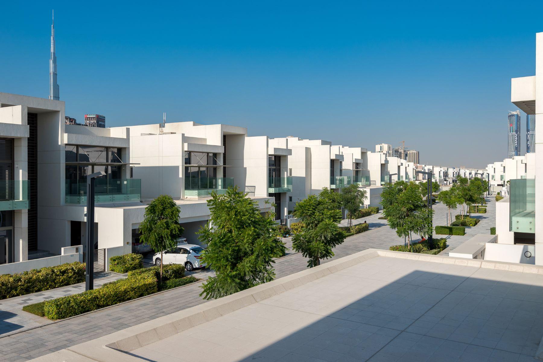 Частный односемейный дом для того Продажа на Fully Furnished 5 Bed Type B with Elevator Dubai, Объединенные Арабские Эмираты