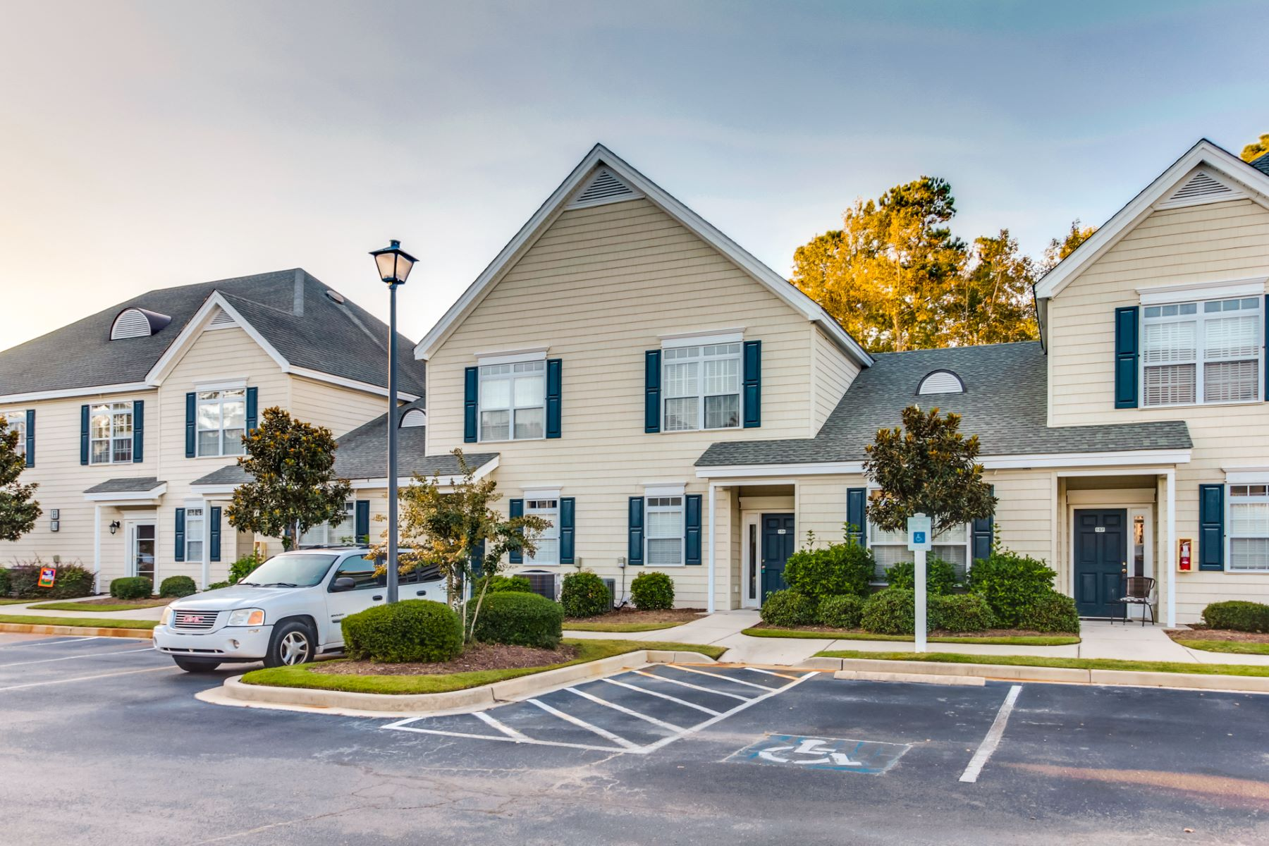 Condominiums for Active at Spacious Townhome with many Amenities 130 Scotch Broom Drive H-106 Little River, South Carolina 29566 United States