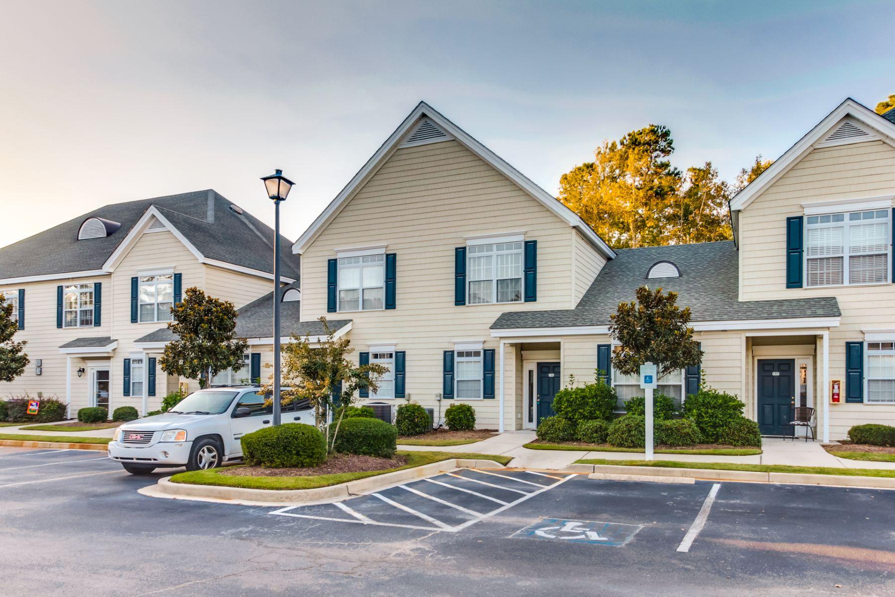 Condominiums por un Venta en Spacious Townhome with many Amenities 130 Scotch Broom Drive H-106, Little River, Carolina del Sur 29566 Estados Unidos