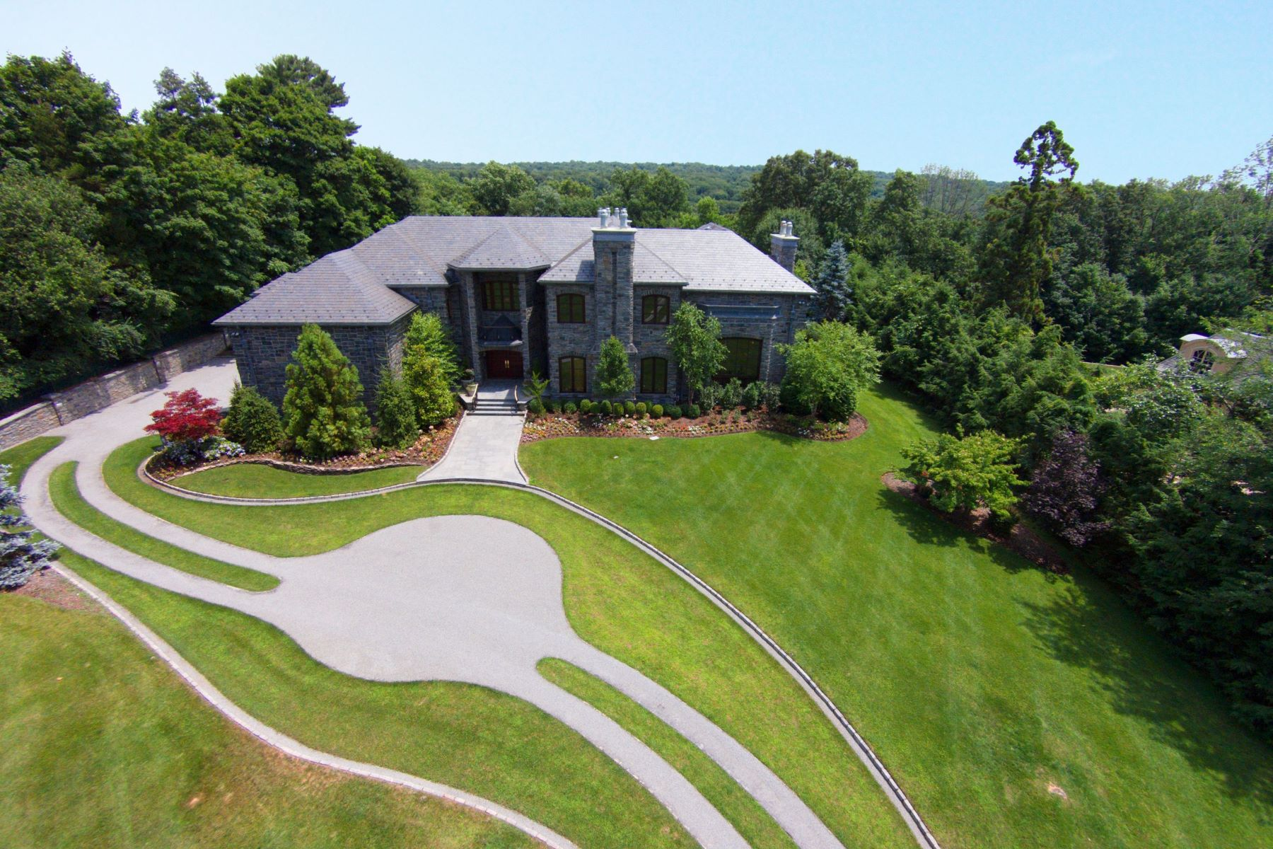 Maison unifamiliale pour l Vente à New Mahogany Mansion 64 Stony Ridge Road Saddle River, New Jersey 07458 États-Unis