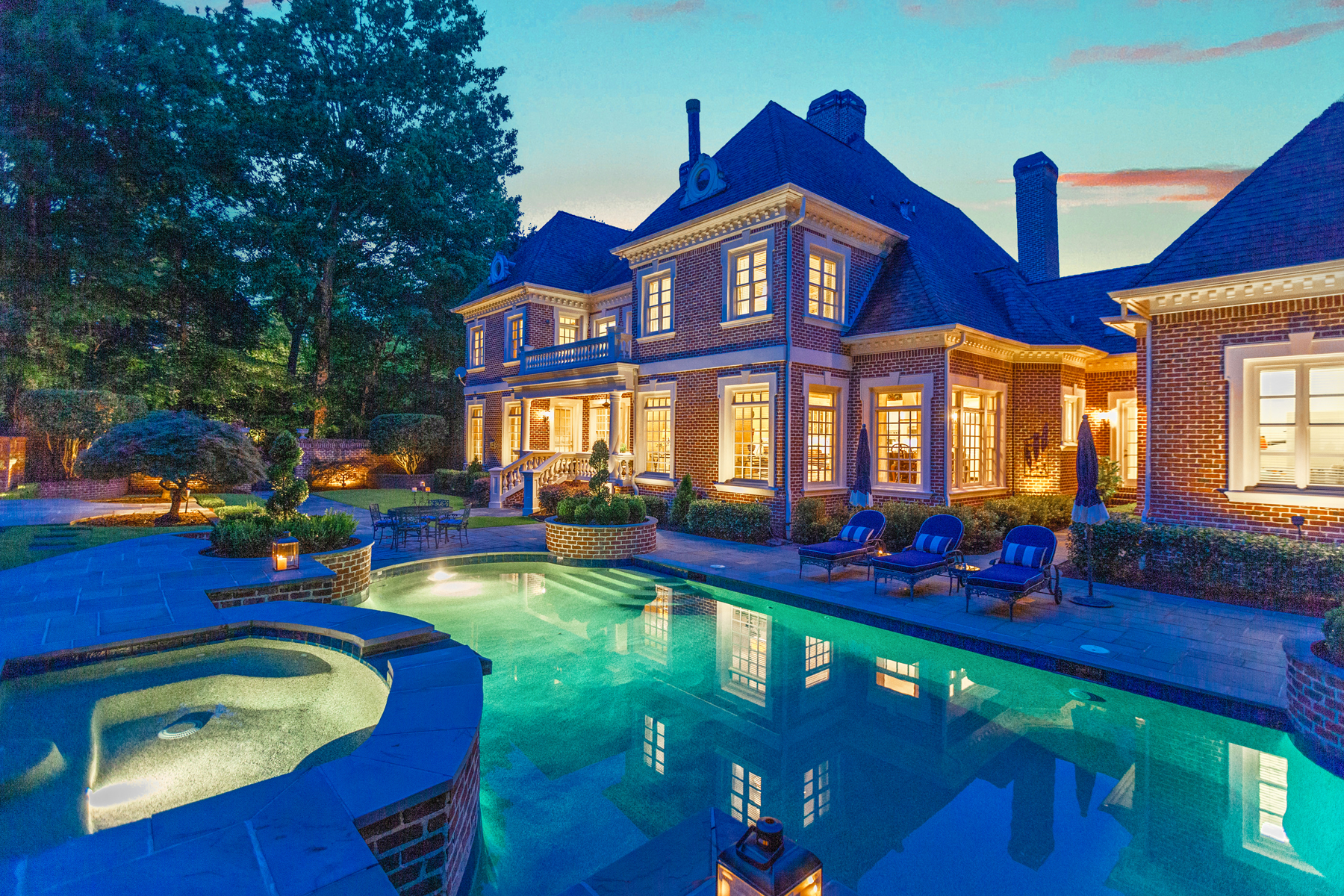 Single Family Homes voor Verkoop op Exceptional Country Club Of The South Estate Home 3015 Wellington Road, Johns Creek, Georgië 30022 Verenigde Staten