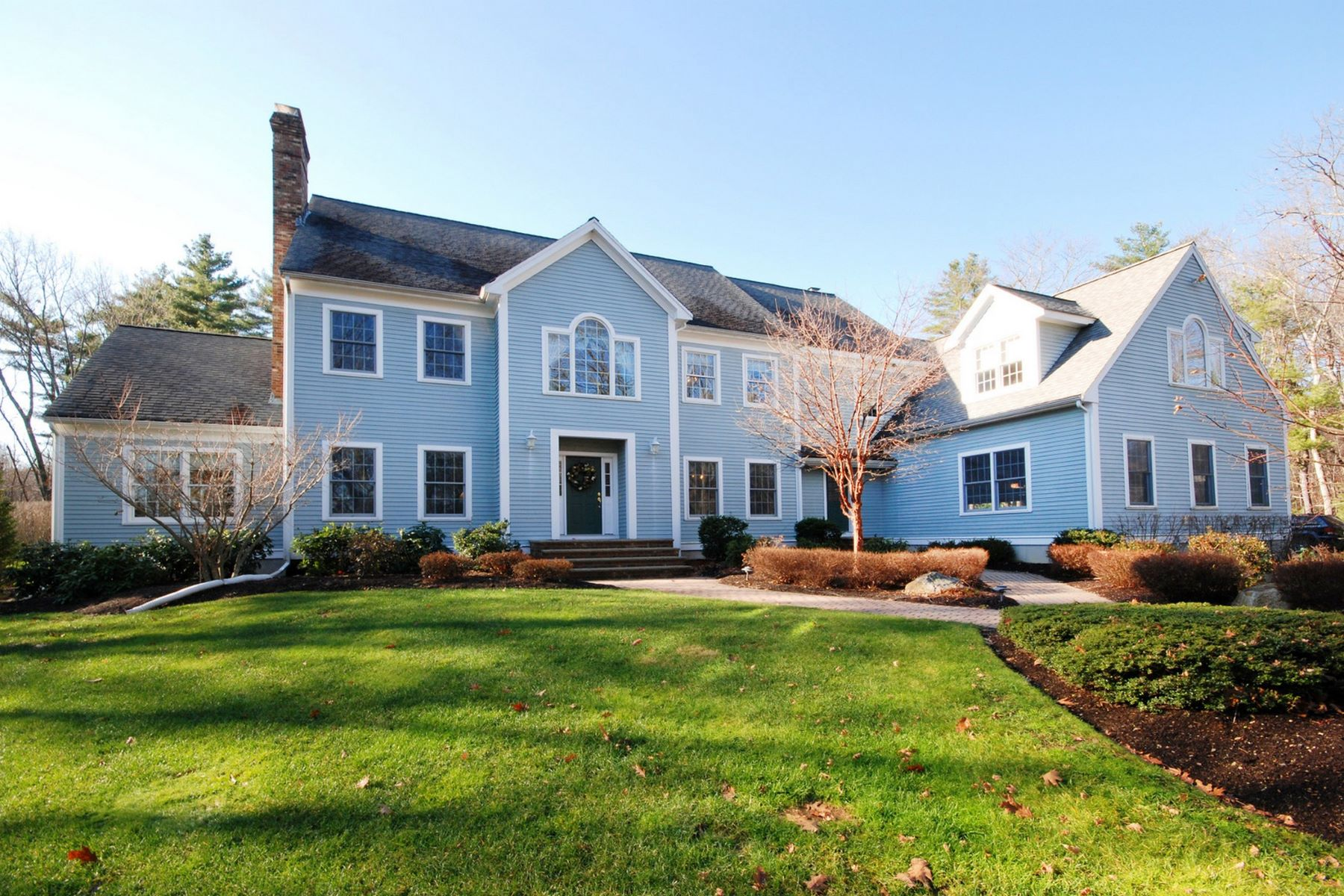 Частный односемейный дом для того Продажа на Custom Built Colonial On Stunning Grounds in Coveted Location 597 School Street Carlisle, Массачусетс 01741 Соединенные Штаты