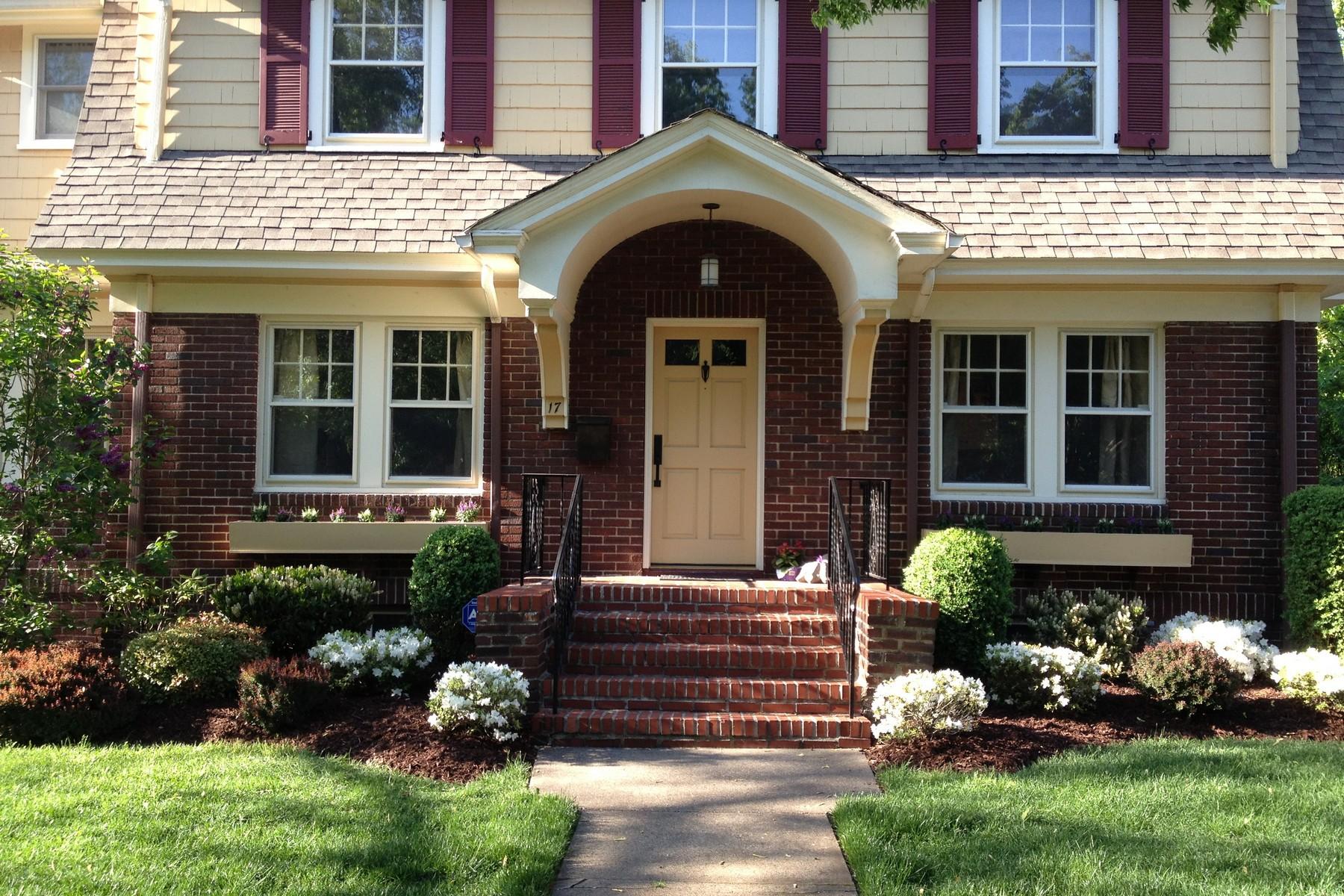 Maison unifamiliale pour l Vente à Commuter's Dream!! 17 Roswell Terrace, Montclair, New Jersey, 07042 États-Unis
