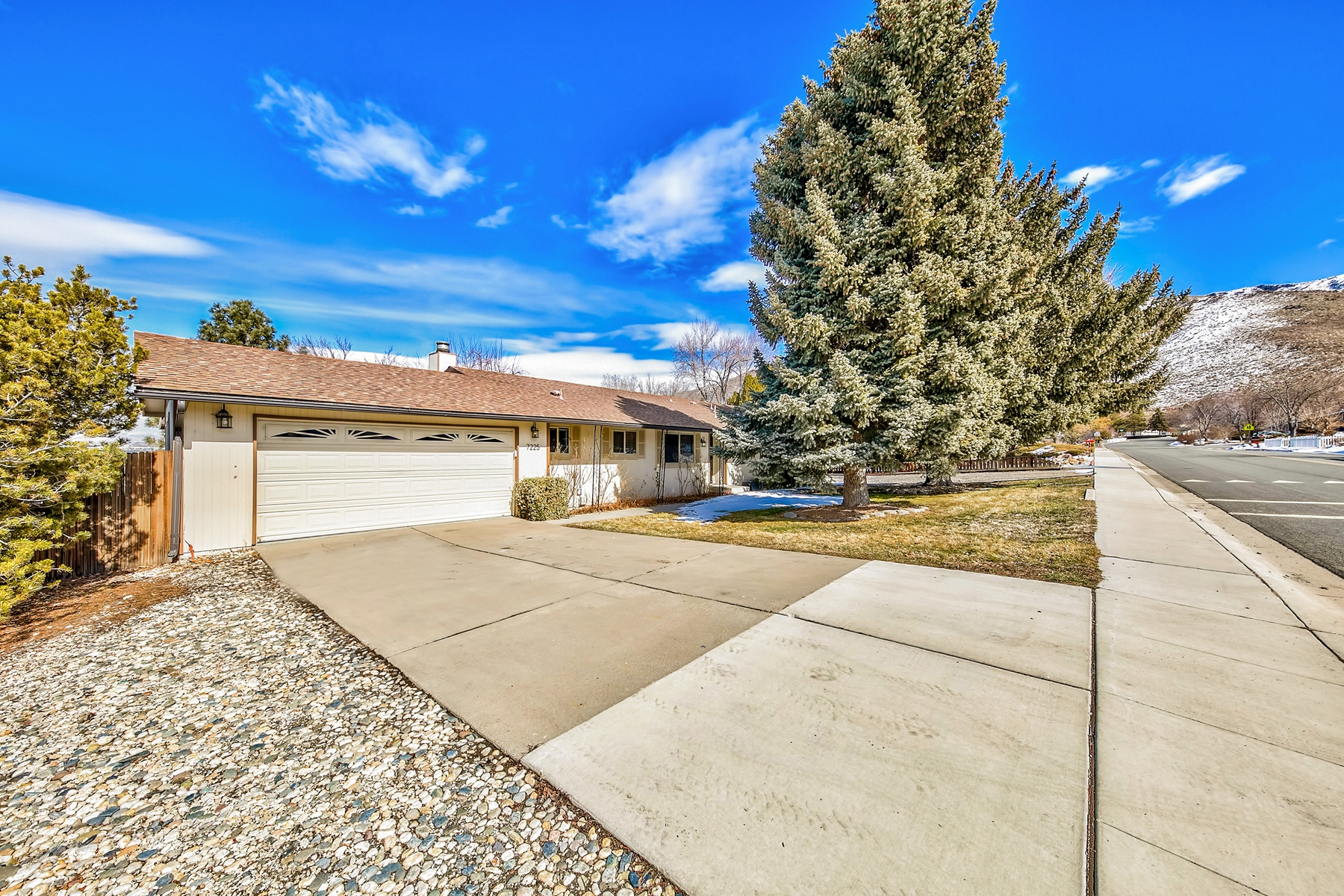Single Family Home for Active at 7225 Pembroke Drive, Reno, Nevada 7225 Pembroke Drive Reno, Nevada 89511 United States