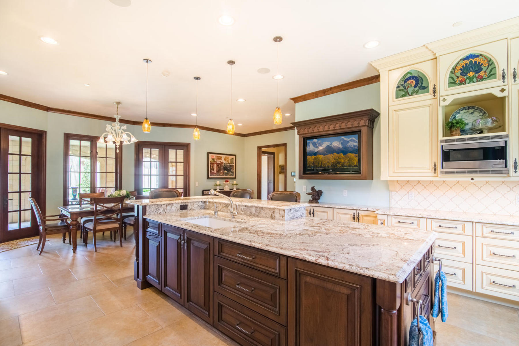 Additional photo for property listing at This English manor home is nestled on 2.5 serene acres in Cherry Hills Village! 1 Tenaya Ln Cherry Hills Village, Colorado 80113 United States