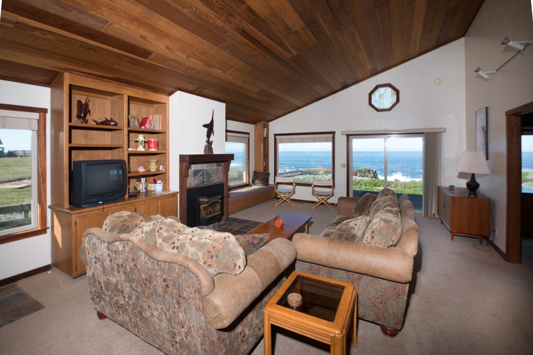 Additional photo for property listing at Whitewater Oceanfront Getaway 33610 Schoefer Lane Fort Bragg, California 95437 Estados Unidos