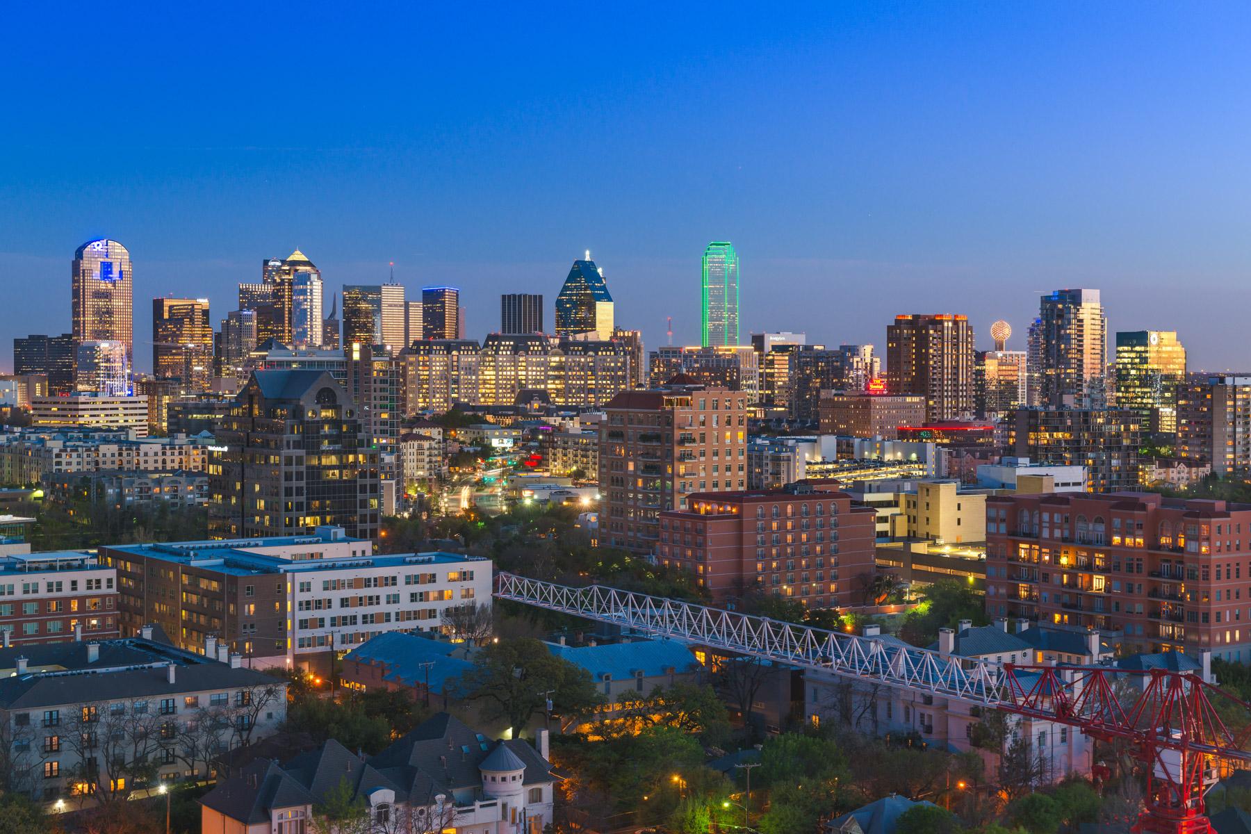 Appartement en copropriété pour l Vente à Special Centrum Condo 3111 Welborn St 1304 Dallas, Texas, 75219 États-Unis