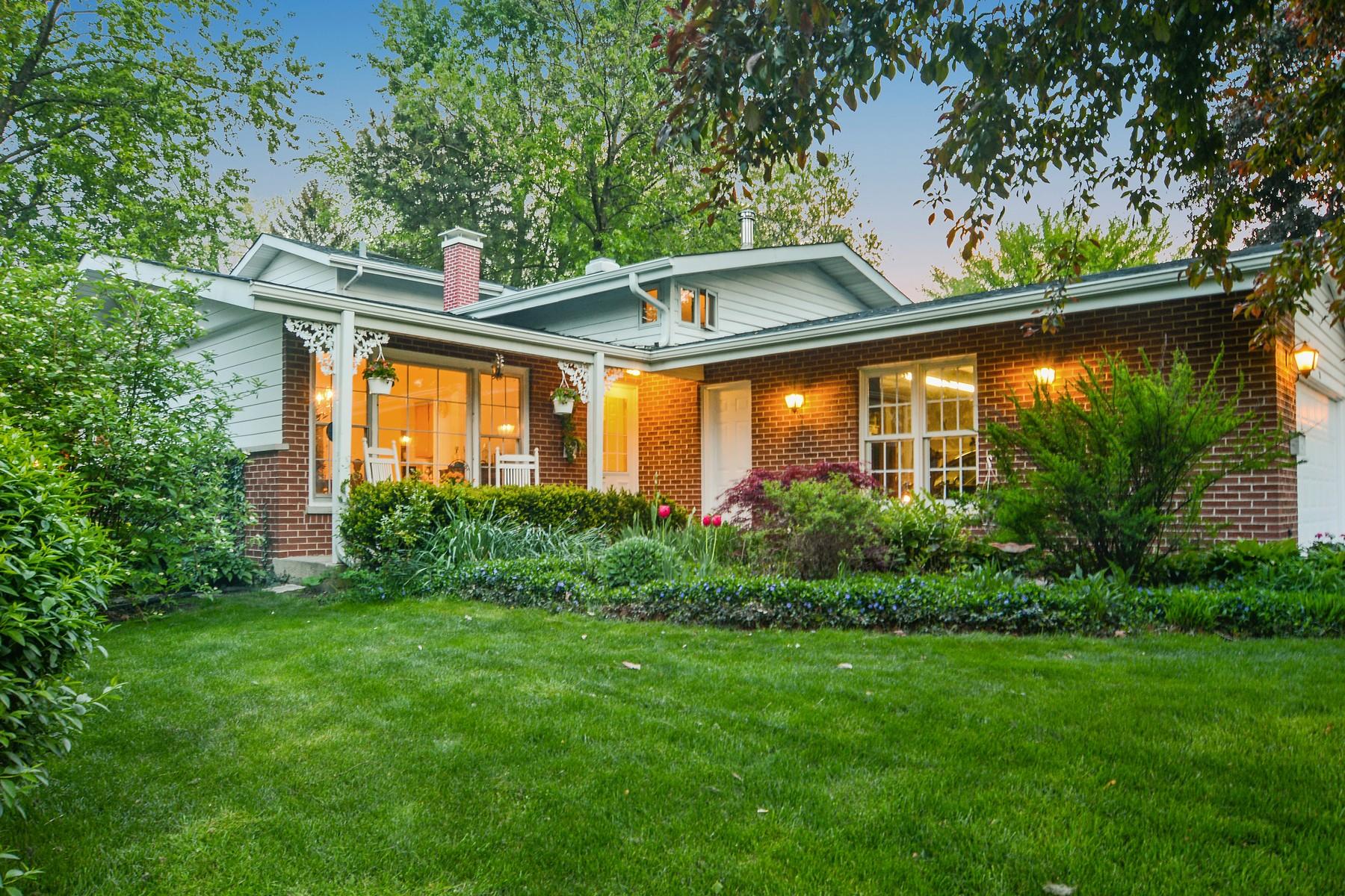 Tek Ailelik Ev için Satış at Fabulous Retreat 31 N Elmwood Avenue Palatine, Illinois, 60074 Amerika Birleşik Devletleri