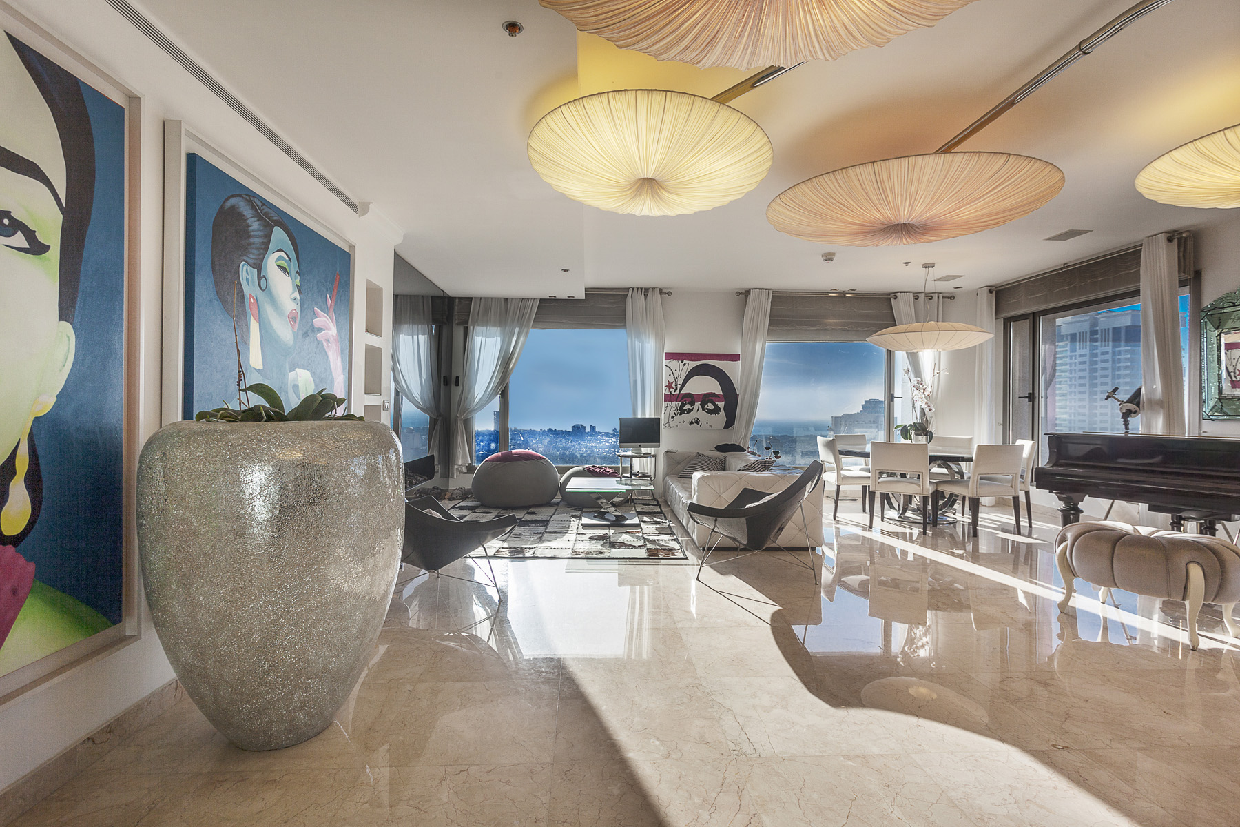 Additional photo for property listing at Refined Luxury Apartment in Leonardo City Tower Ramat Gan, Israel Israel