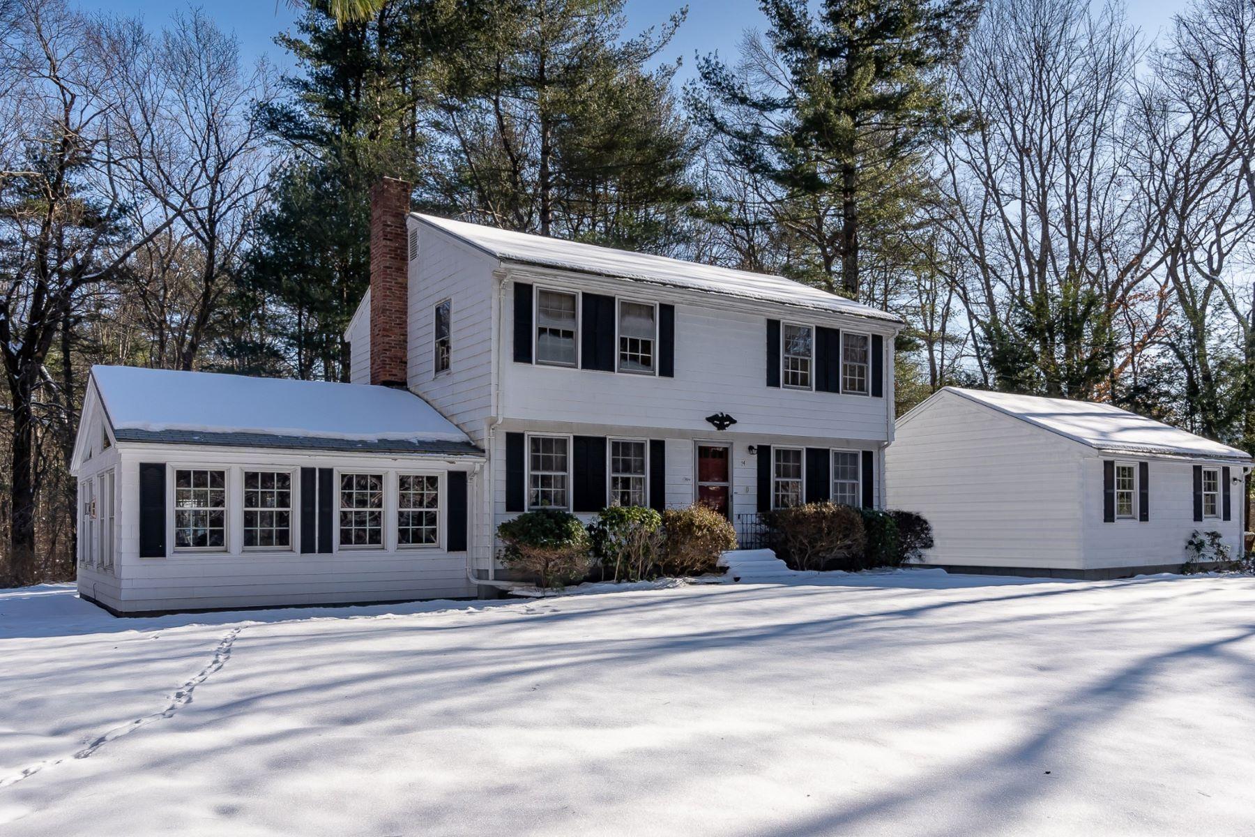 Single Family Homes por un Venta en 74 Prospect Street Carlisle, Massachusetts 01741 Estados Unidos