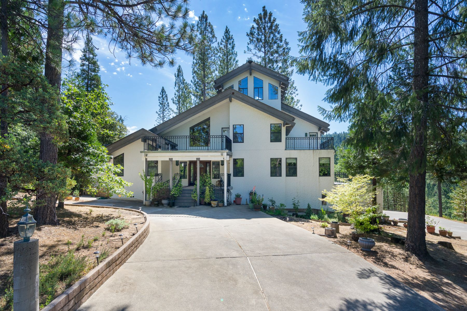 Single Family Homes for Active at 66 Acre River Front Property 8801 Grizzly Flat Road Somerset, California 95684 United States