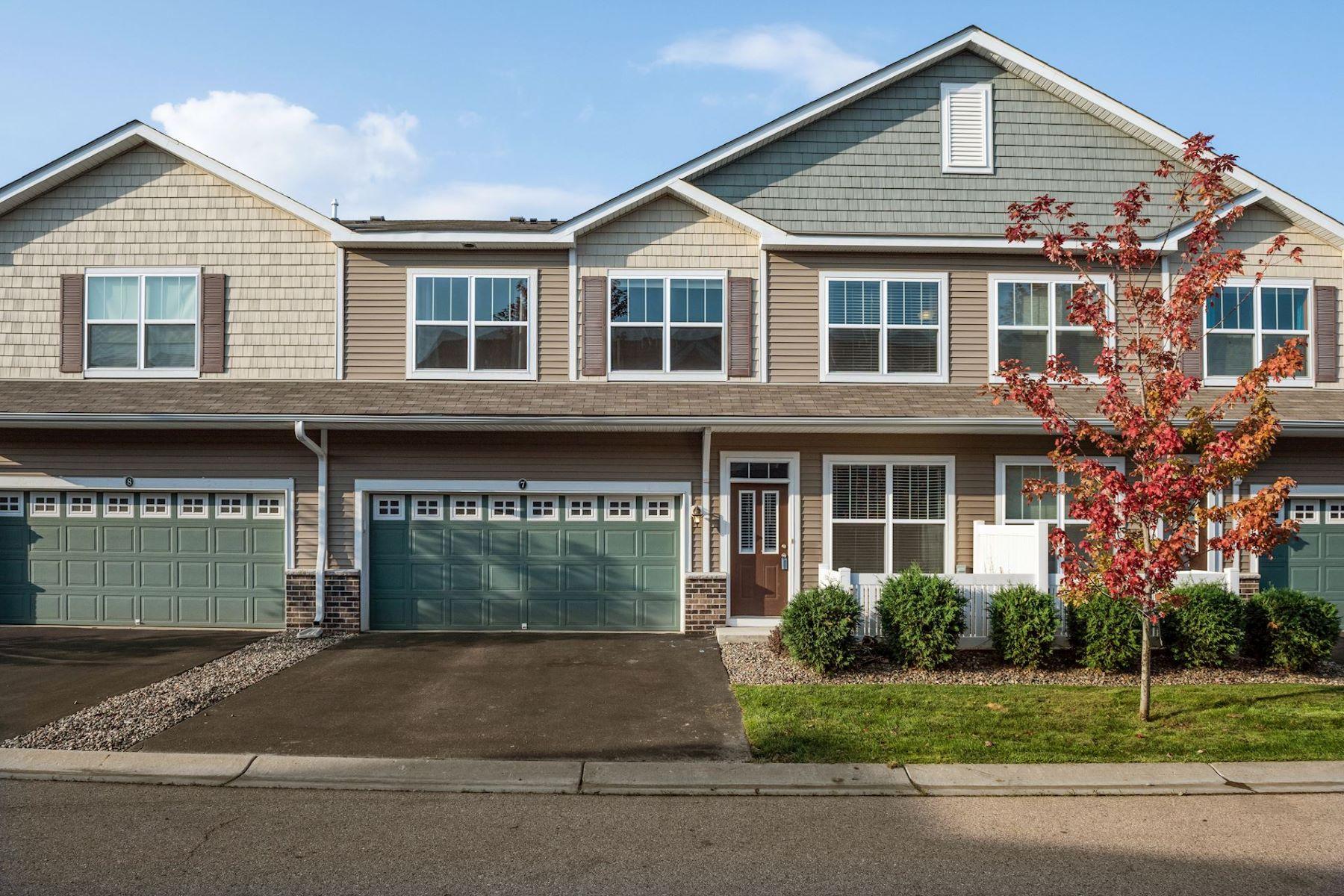 townhouses voor Verkoop op Fabulous 3BR/3BA Town Home in Award Winning Chanhassen! 9500 Washington Boulevard #7, Chanhassen, Minnesota 55317 Verenigde Staten