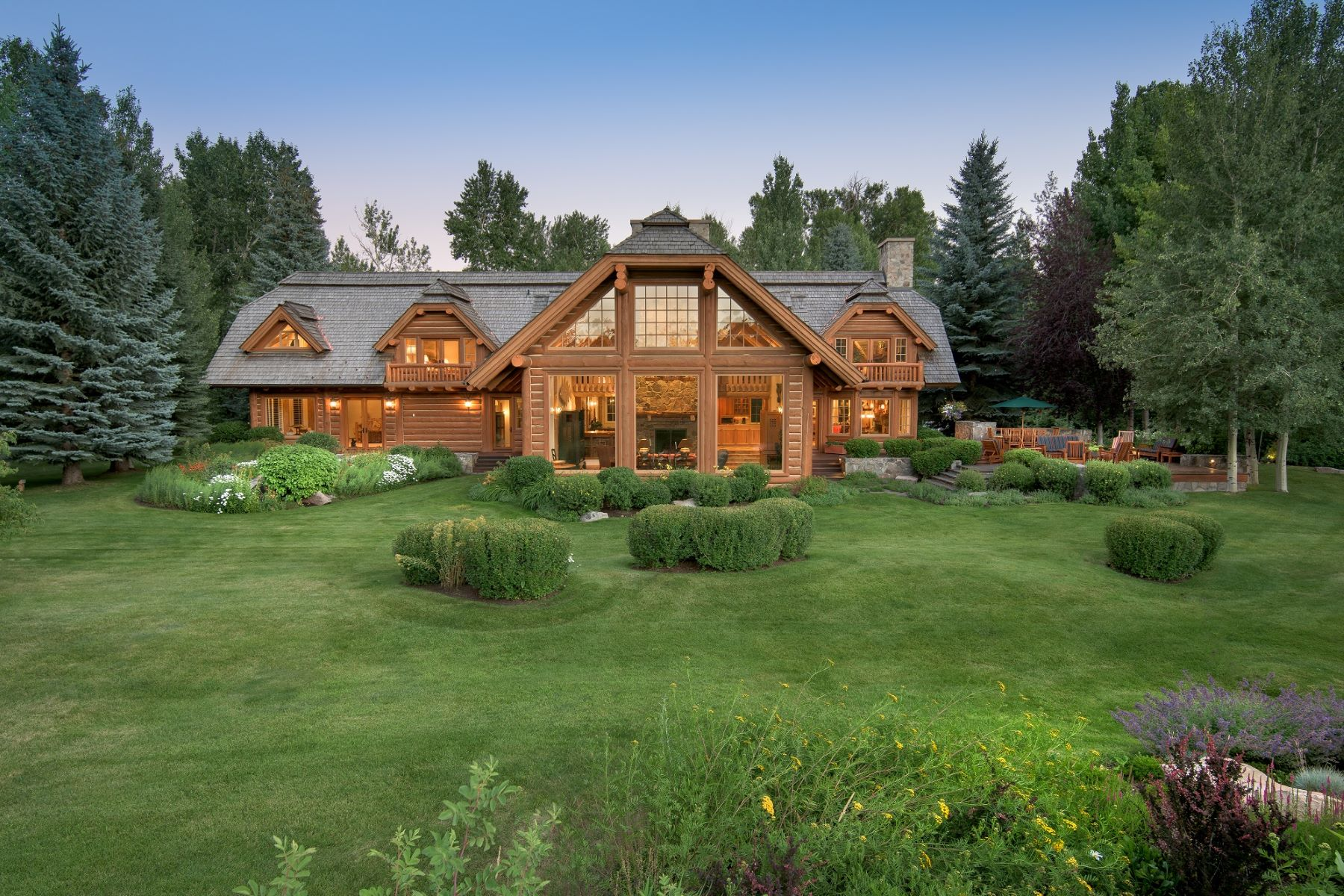 Single Family Homes pour l Vente à Lodge-style home with river access 30 Osprey Lane Hailey, Idaho 83333 États-Unis