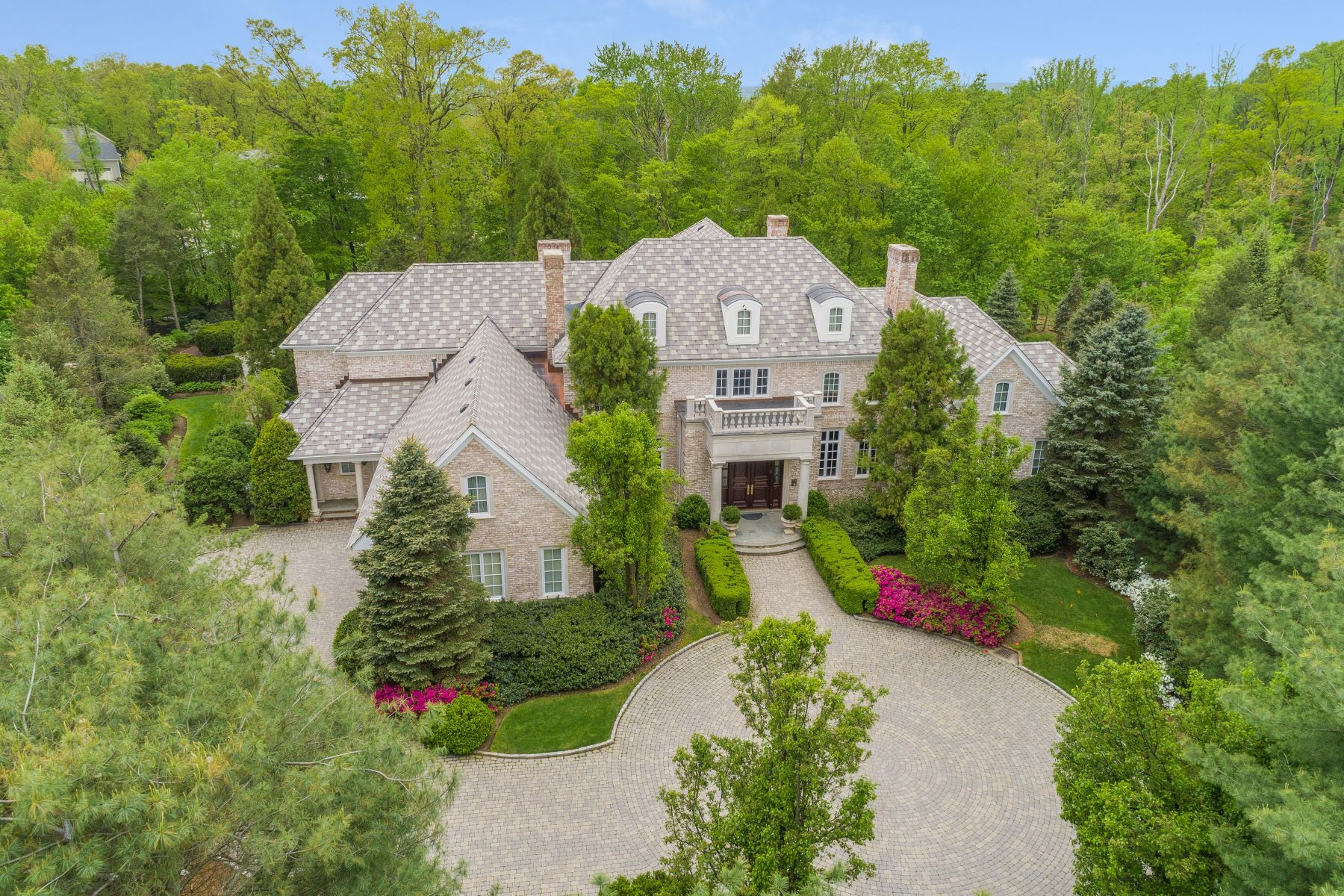 Single Family Homes pour l Vente à Opulent Estate 16 Grasmere Court, Livingston, New Jersey 07039 États-Unis