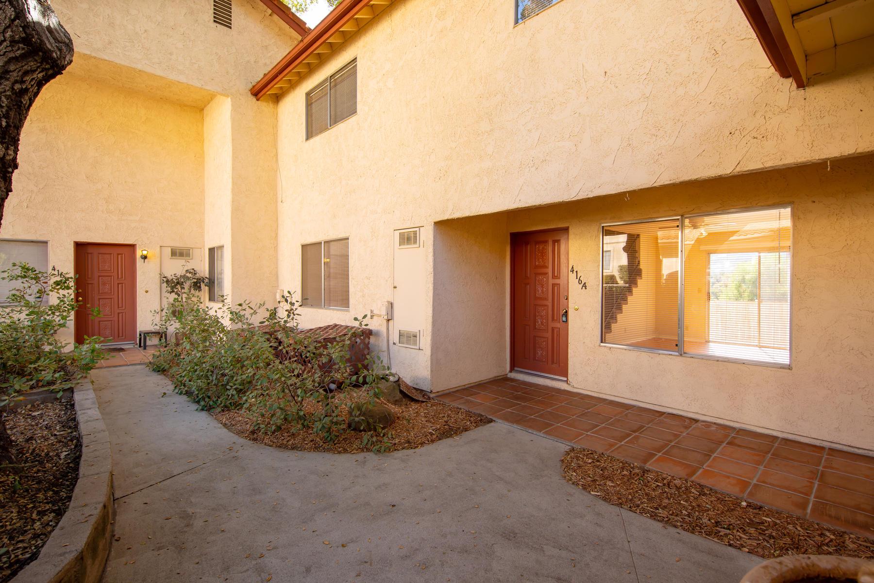 Duplex Homes 为 销售 在 Spacious Ojai Duplex 416 South Ventura Street 奥海镇, 加利福尼亚州 93023 美国