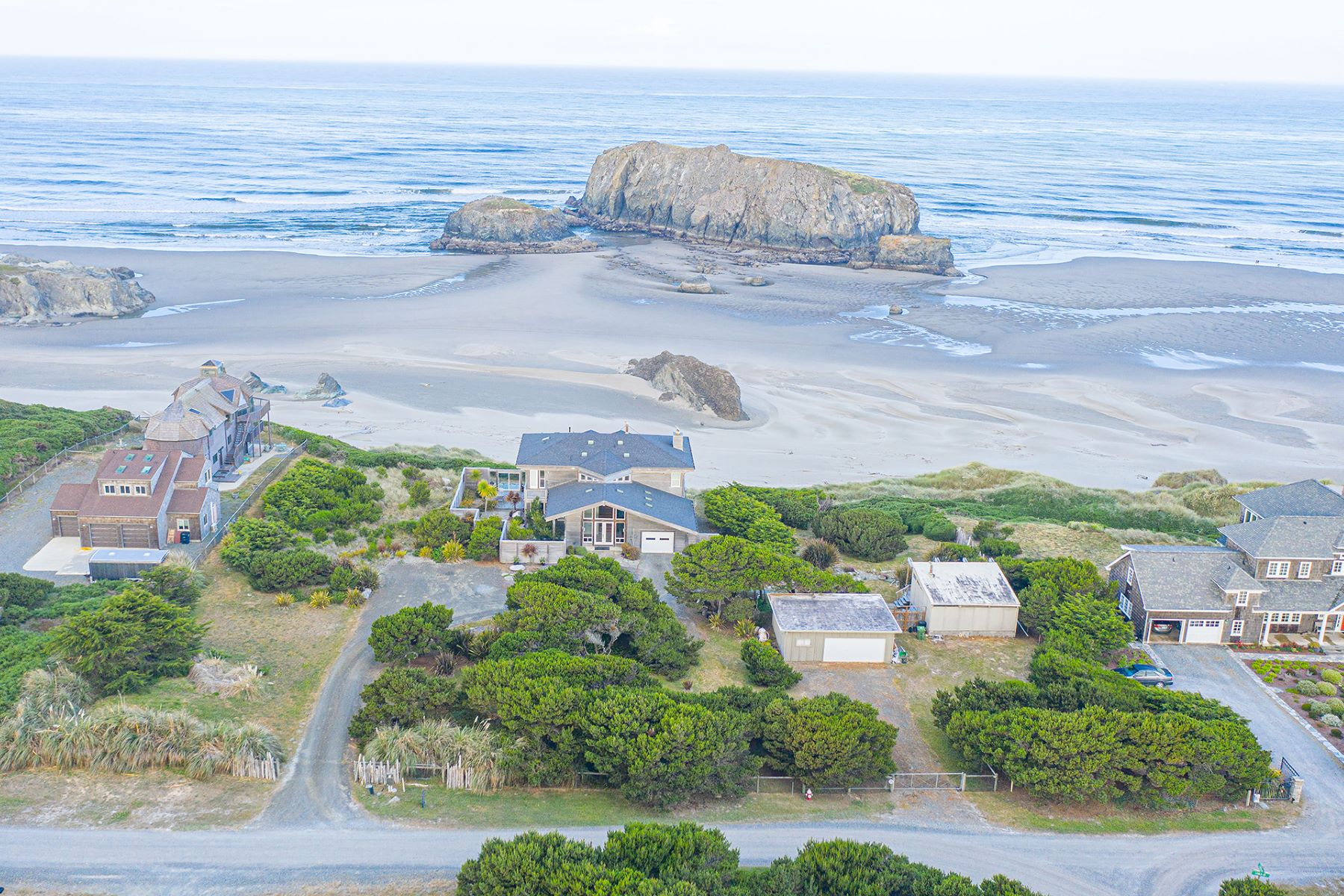 Single Family Homes para Venda às Spectacular Oceanfront Compound 54208 Gould Road, Bandon, Oregon 97411 Estados Unidos