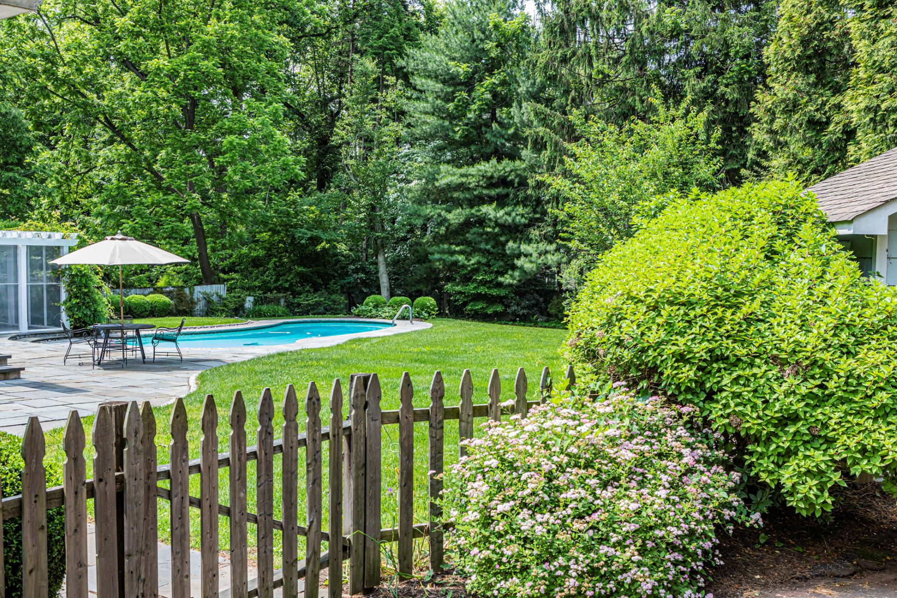 Additional photo for property listing at Institute Colonial, Picturesque from Every Angle 27 Olden Lane, Princeton, New Jersey 08540 United States