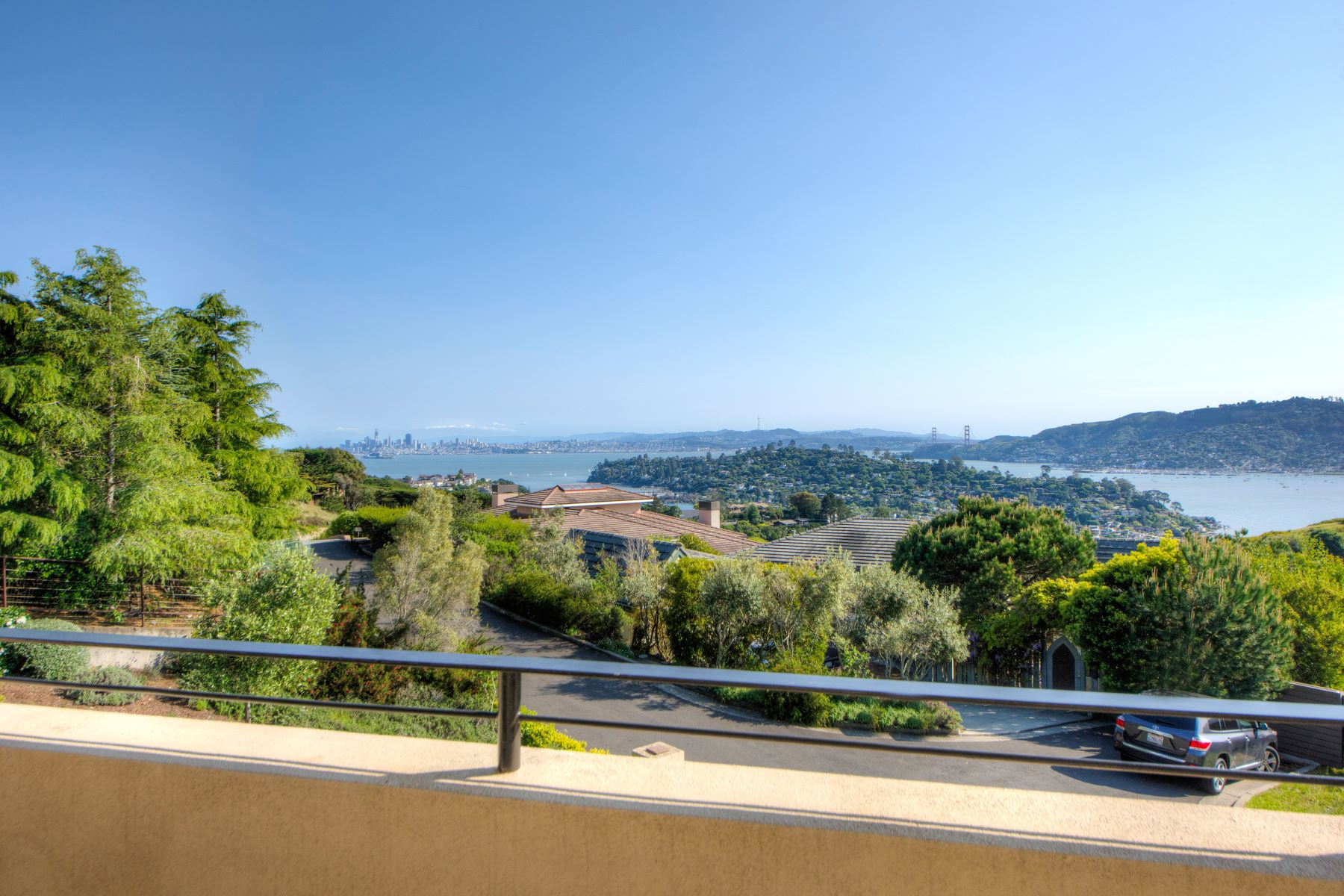 Additional photo for property listing at Hilltop Contemporary 5 Gilmartin Court Tiburon, Californie 94920 États-Unis