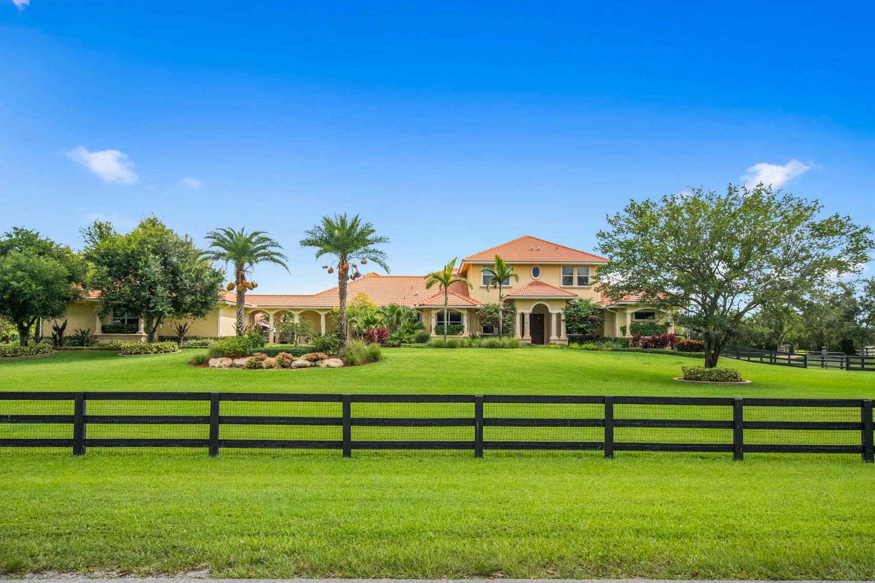 Single Family Homes for Active at 15511 Ocean Breeze Lane Wellington, Florida 33414 United States