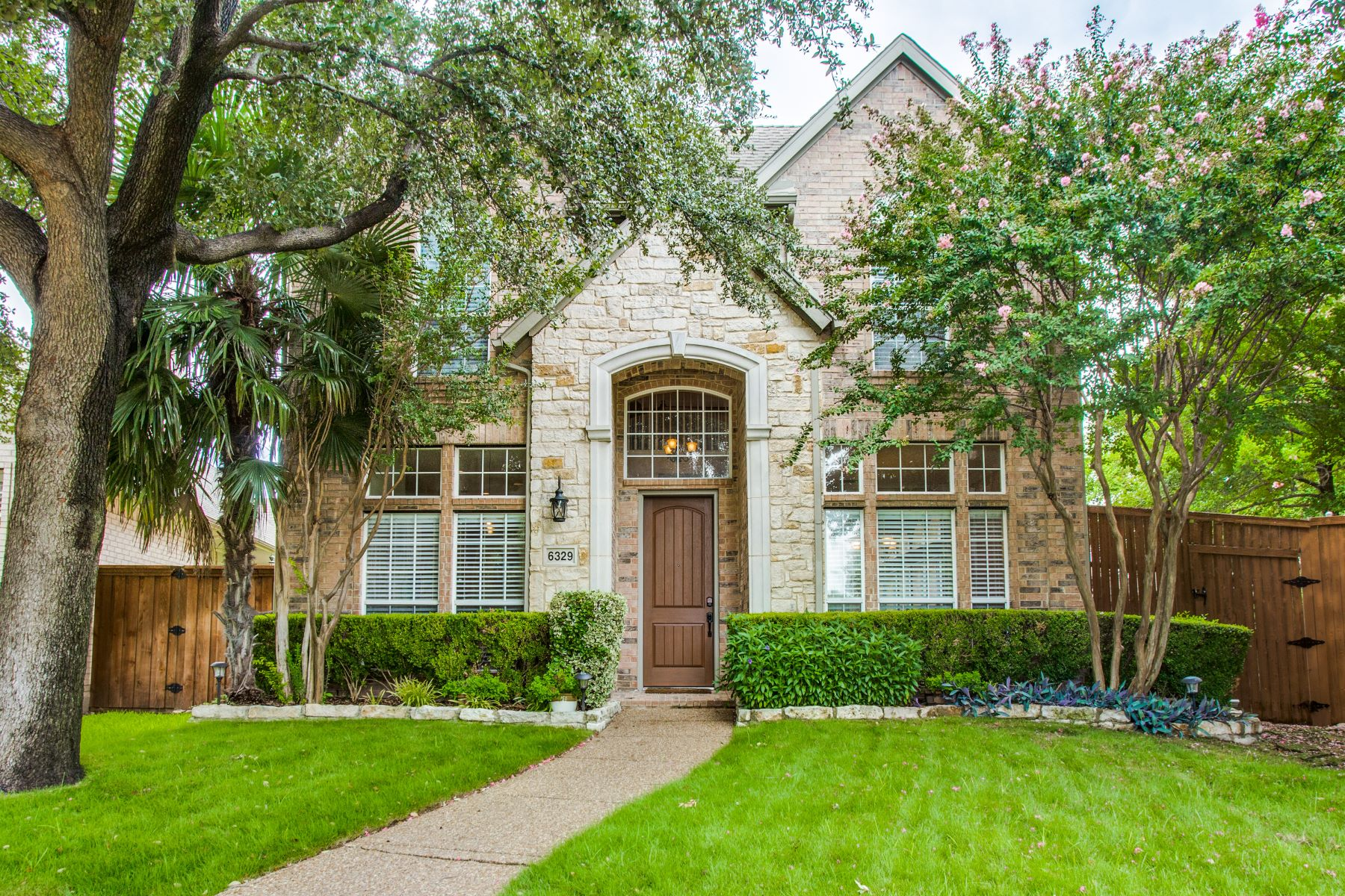 Single Family Homes for Sale at Park Views & CulDeSac on Oversized Lot 6329 Park Meadow Lane Plano, Texas 75093 United States
