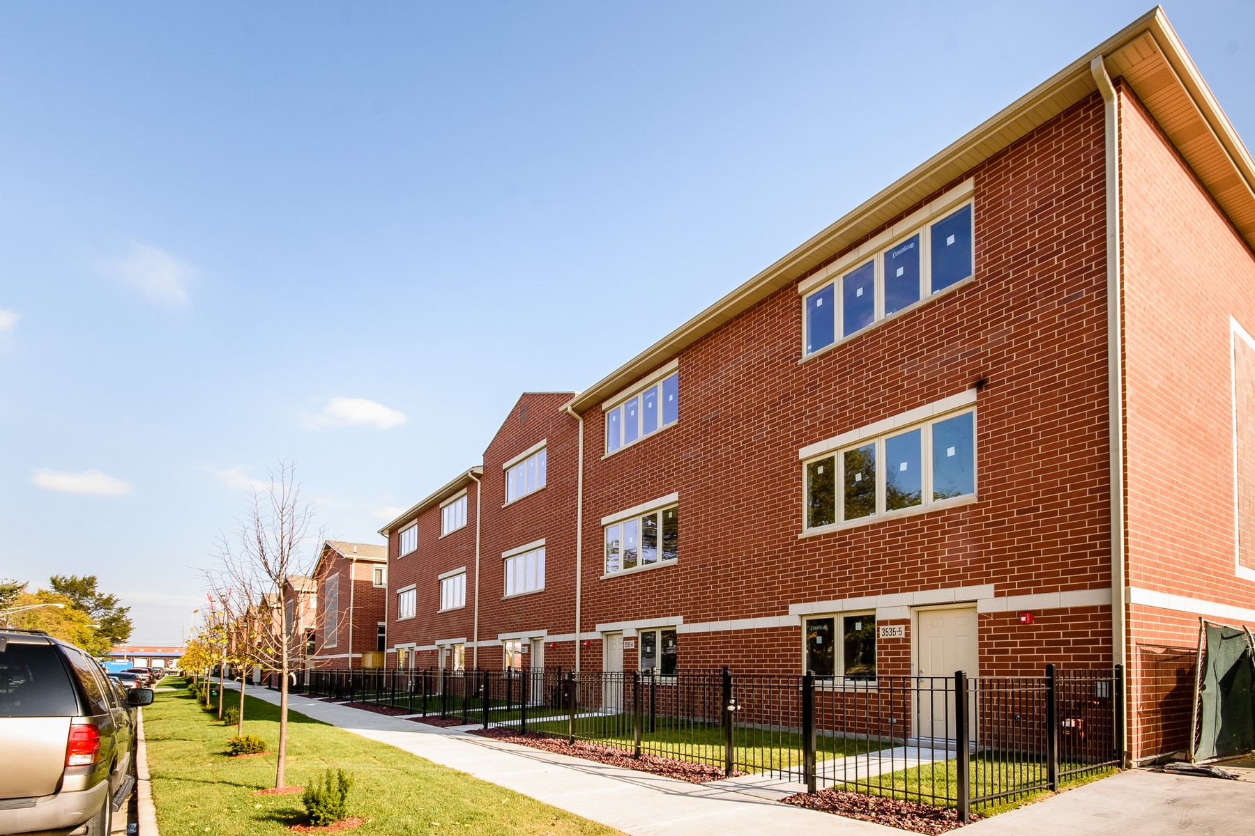 多棟聯建住宅 為 出售 在 Developer's Model Home 3541 S Maplewood Avenue Unit 1, McKinley Park, Chicago, 伊利諾斯州, 60632 美國