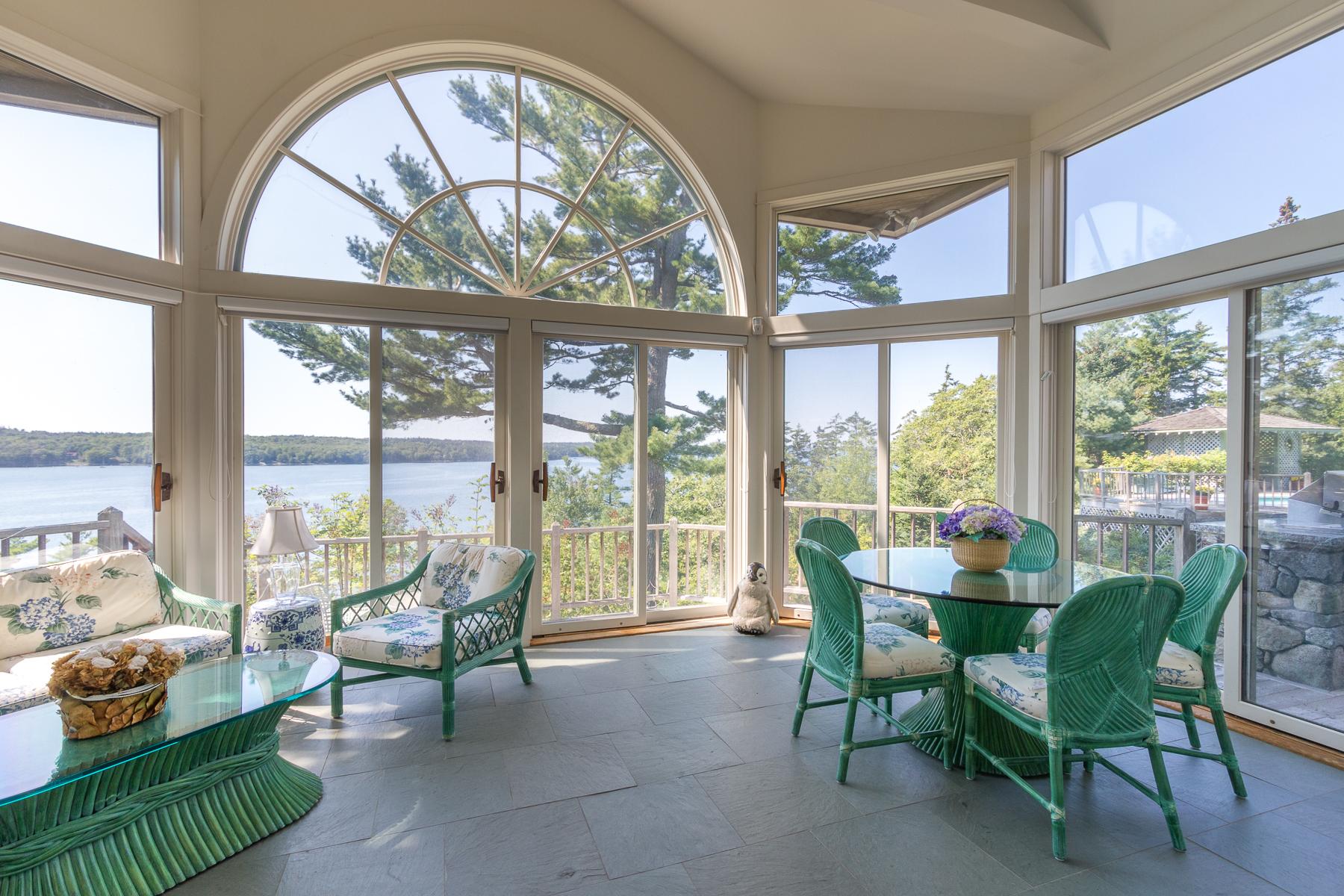 Vivienda unifamiliar por un Venta en 25 Stone Turtle Road Sedgwick, Maine, 04673 Estados Unidos