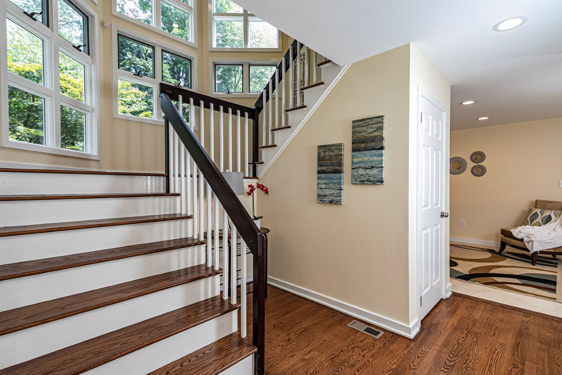 Additional photo for property listing at Updated, Dramatic Contemporary 6 Andrews Lane, Princeton, New Jersey 08540 United States