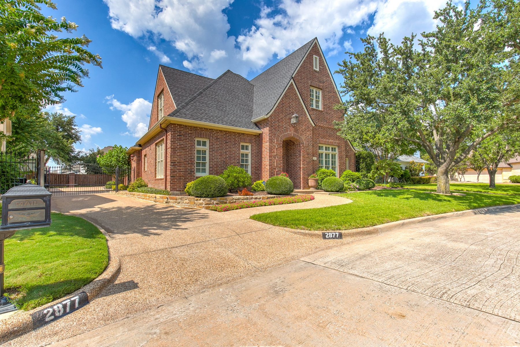 Single Family Homes for Sale at 2877 Manorwood Trail Fort Worth, Texas 76019 United States