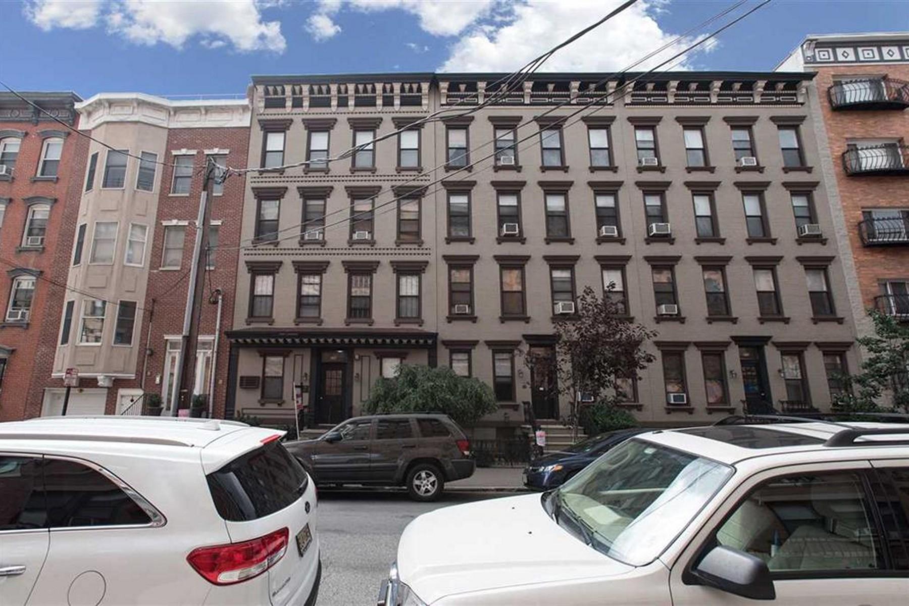 Condominiums для того Продажа на Super Clean Sunny One bed/one bath on tree lined Willow Avenue. 208 Willow Ave #305, Hoboken, Нью-Джерси 07030 Соединенные Штаты