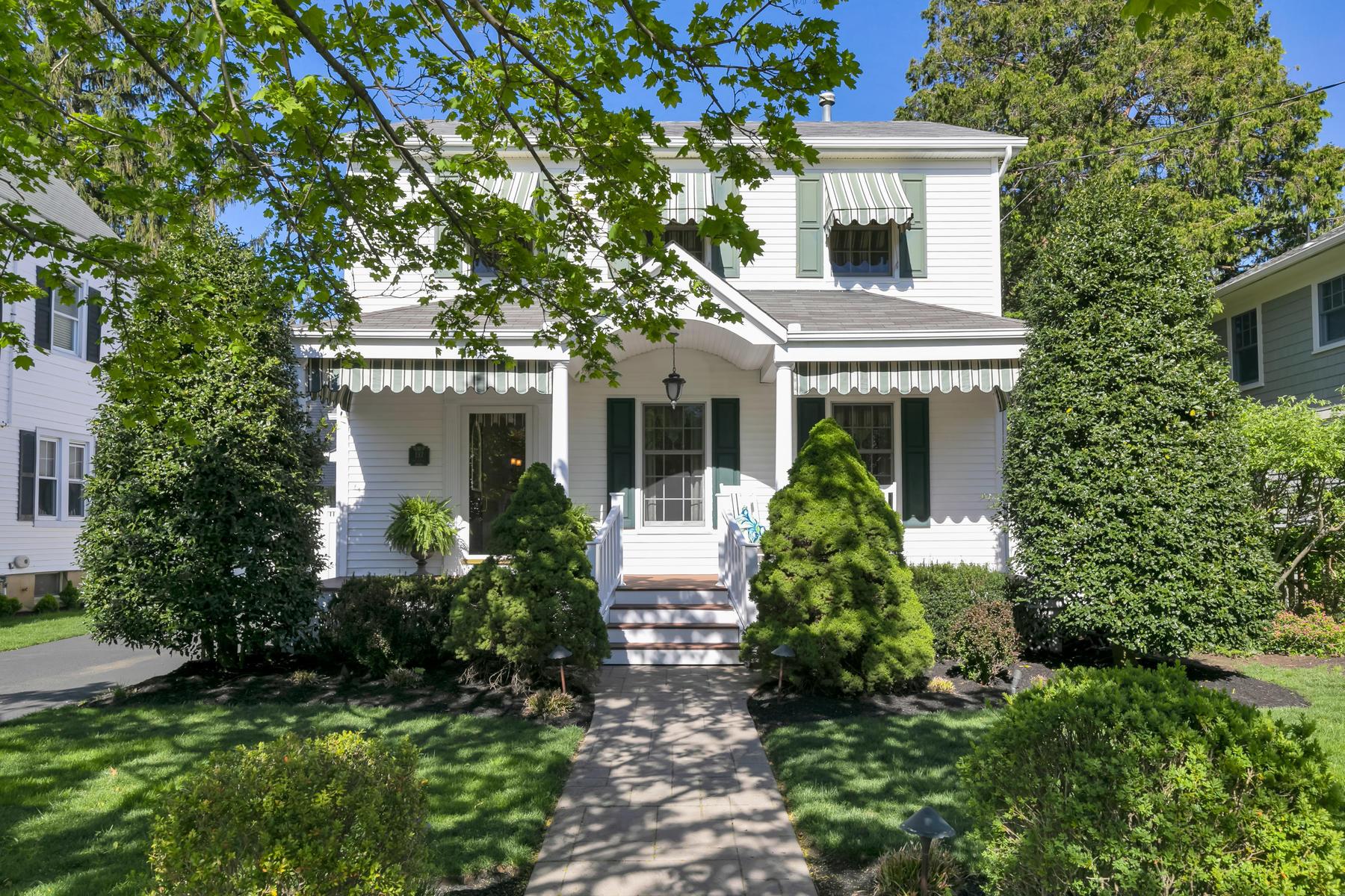 Villa per Vendita alle ore Charming Colonial 137 Lincoln Avenue, Fair Haven, New Jersey 07704 Stati Uniti