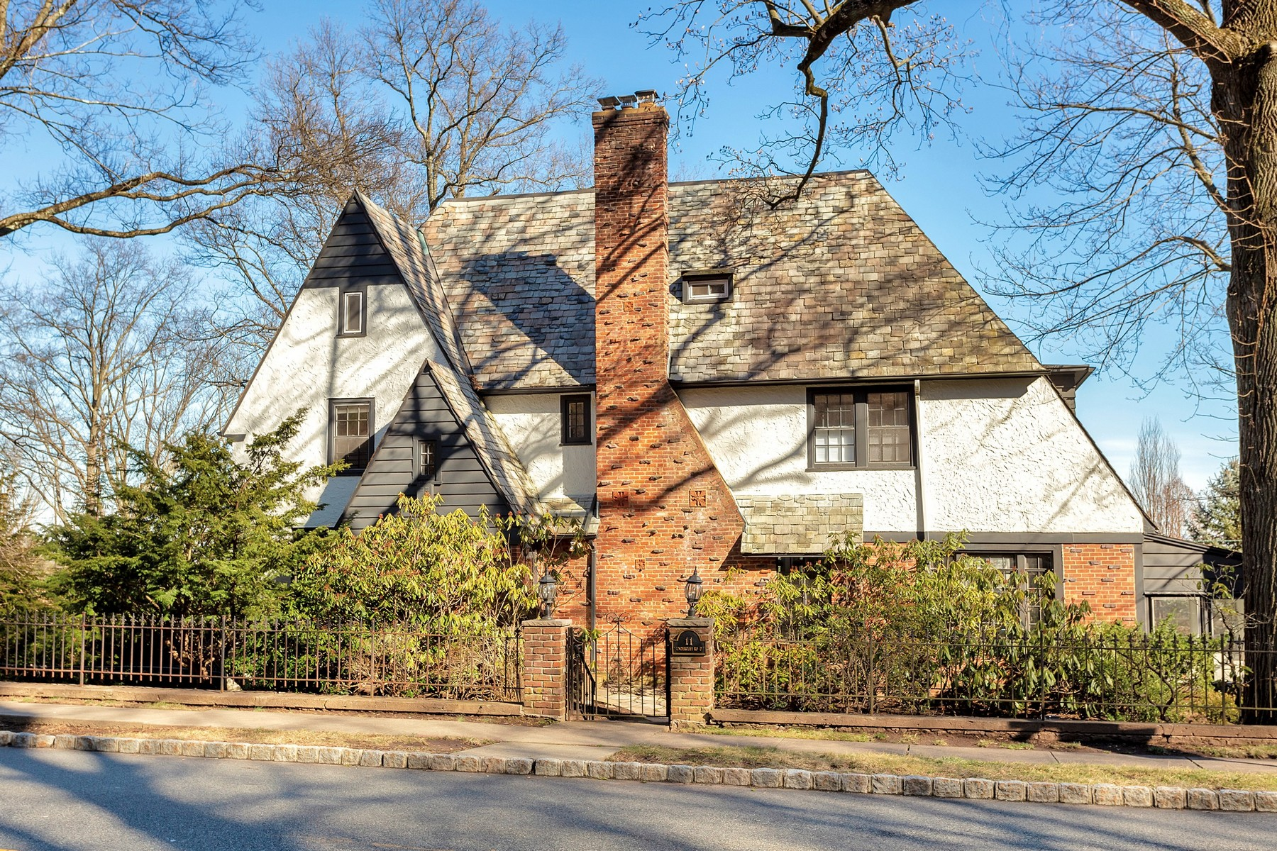 Single Family Homes للـ Sale في English Tudor with NYC Views 11 Undercliff Road, Montclair, New Jersey 07042 United States