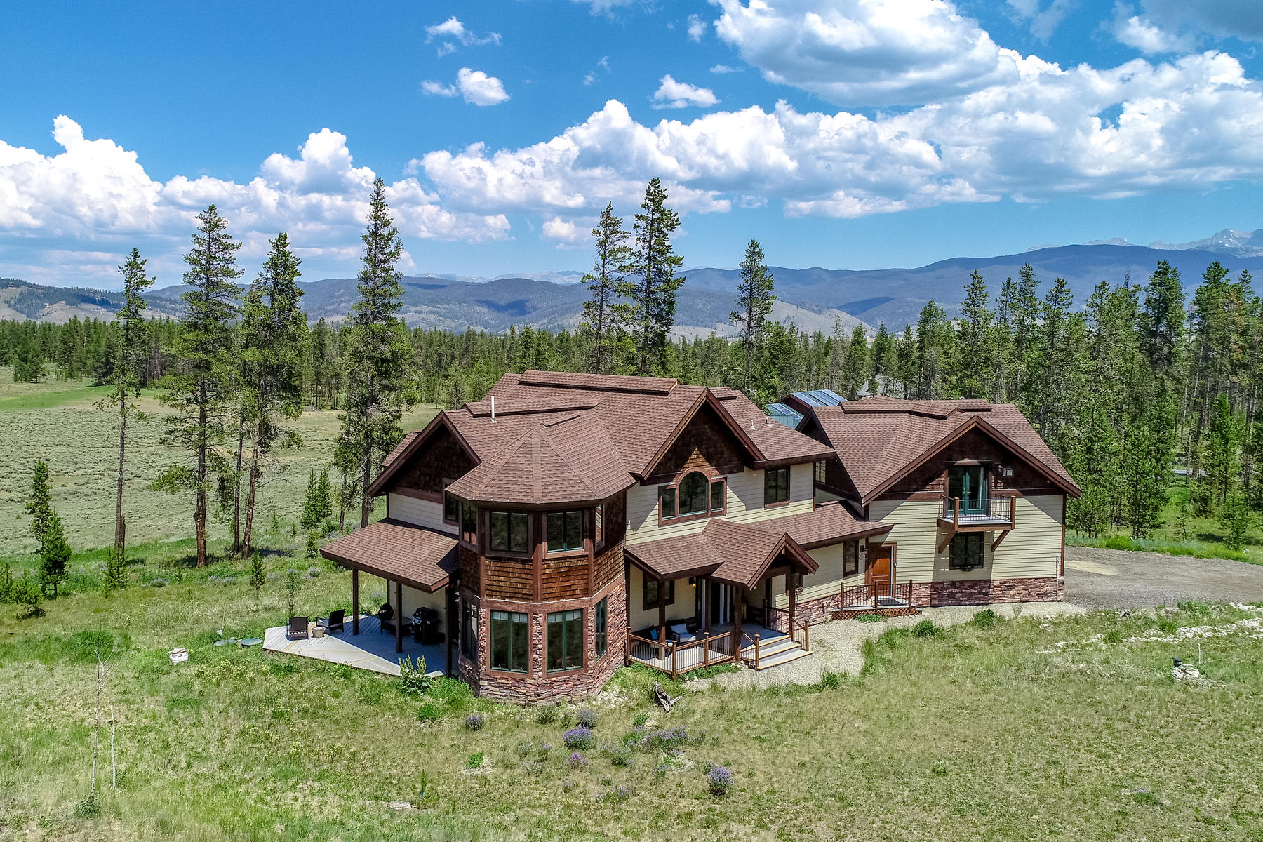Casa Unifamiliar por un Venta en Great location in desirable Stagecoach Meadows on 2.41 acres 642 Counry Road 5171/Stagecoach Dr Fraser, Colorado 80442 Estados Unidos
