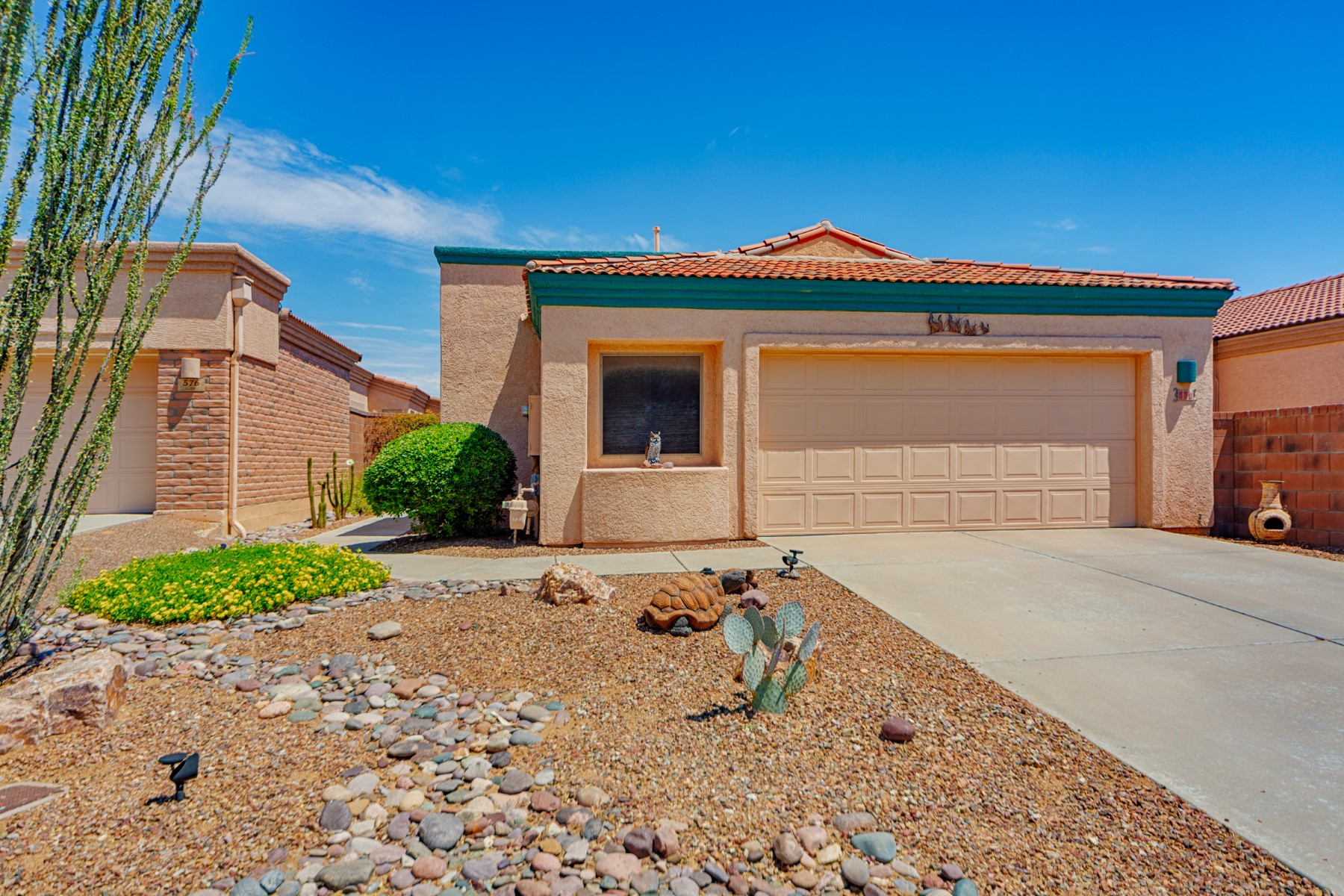 Single Family Homes for Active at Well Cared for Patio Home 570 W Union Bell Drive Green Valley, Arizona 85614 United States