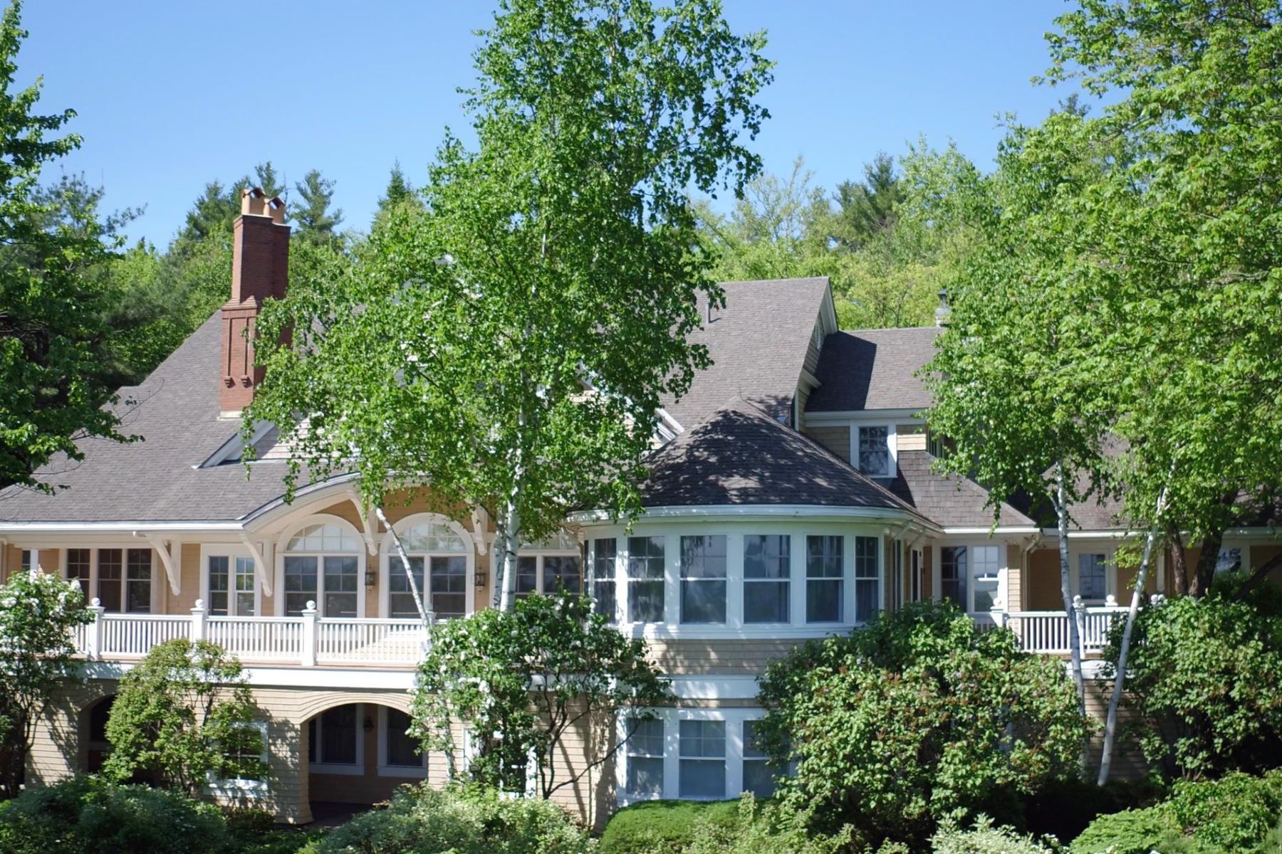 Single Family Homes 为 销售 在 Browns Hill Lake Sunapee 108 High Ridge Rd 纳皮, 新罕布什尔州 03782 美国