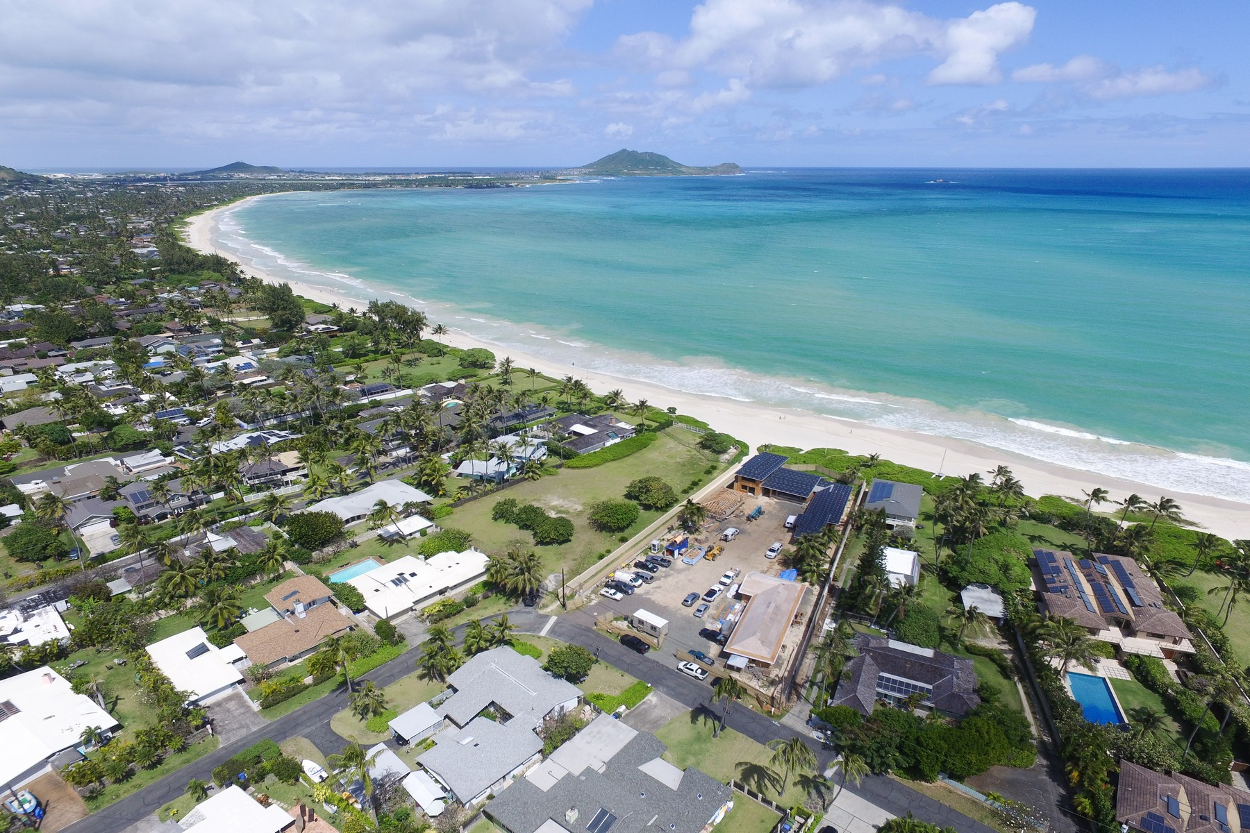 Single Family Homes 为 销售 在 Beachfront Kailua Beach 144 Kaapuni Drive 凯卢阿, 夏威夷 96734 美国