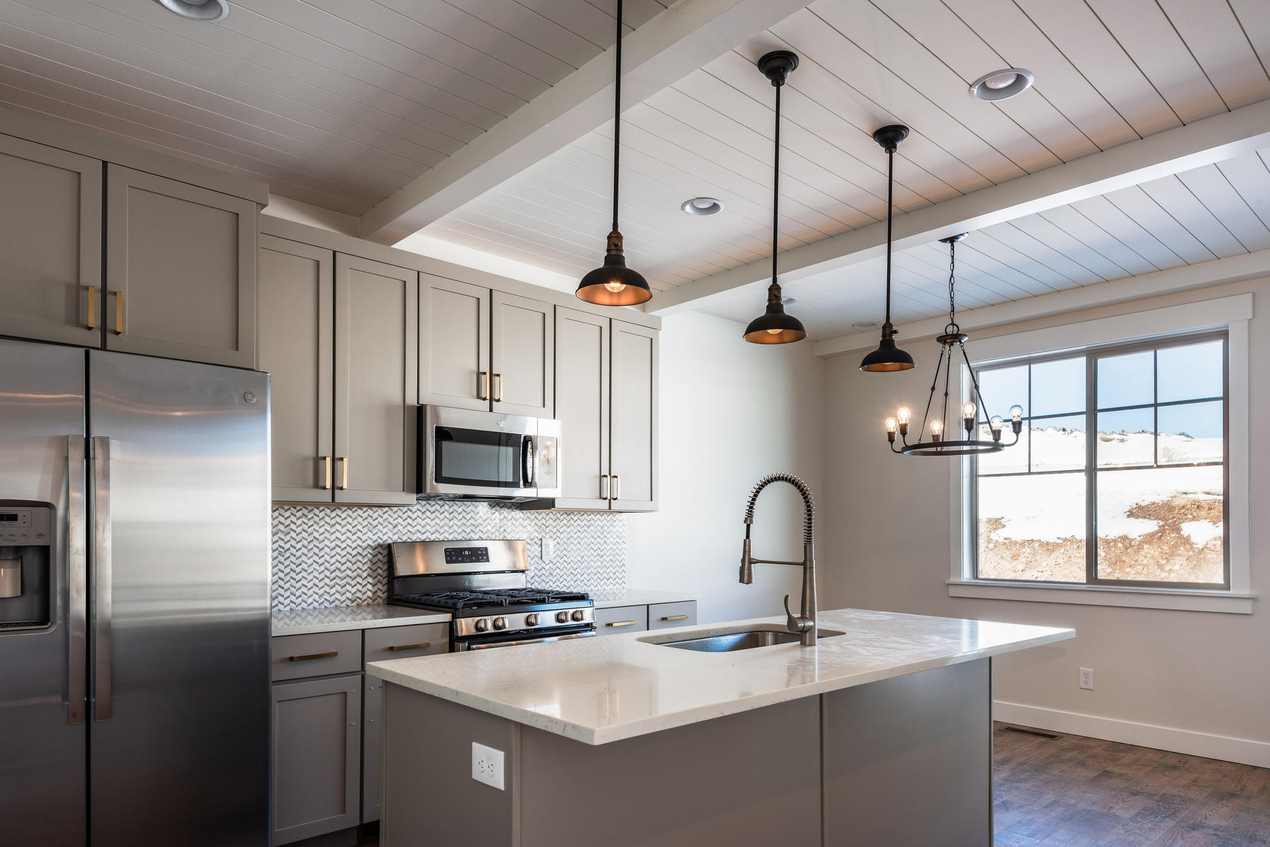 Additional photo for property listing at Brand New Beautiful Townhome Just 6 Minutes to Historic Park City 1112 W Wasatch Springs Rd #R2 Heber, Utah 84032 Estados Unidos
