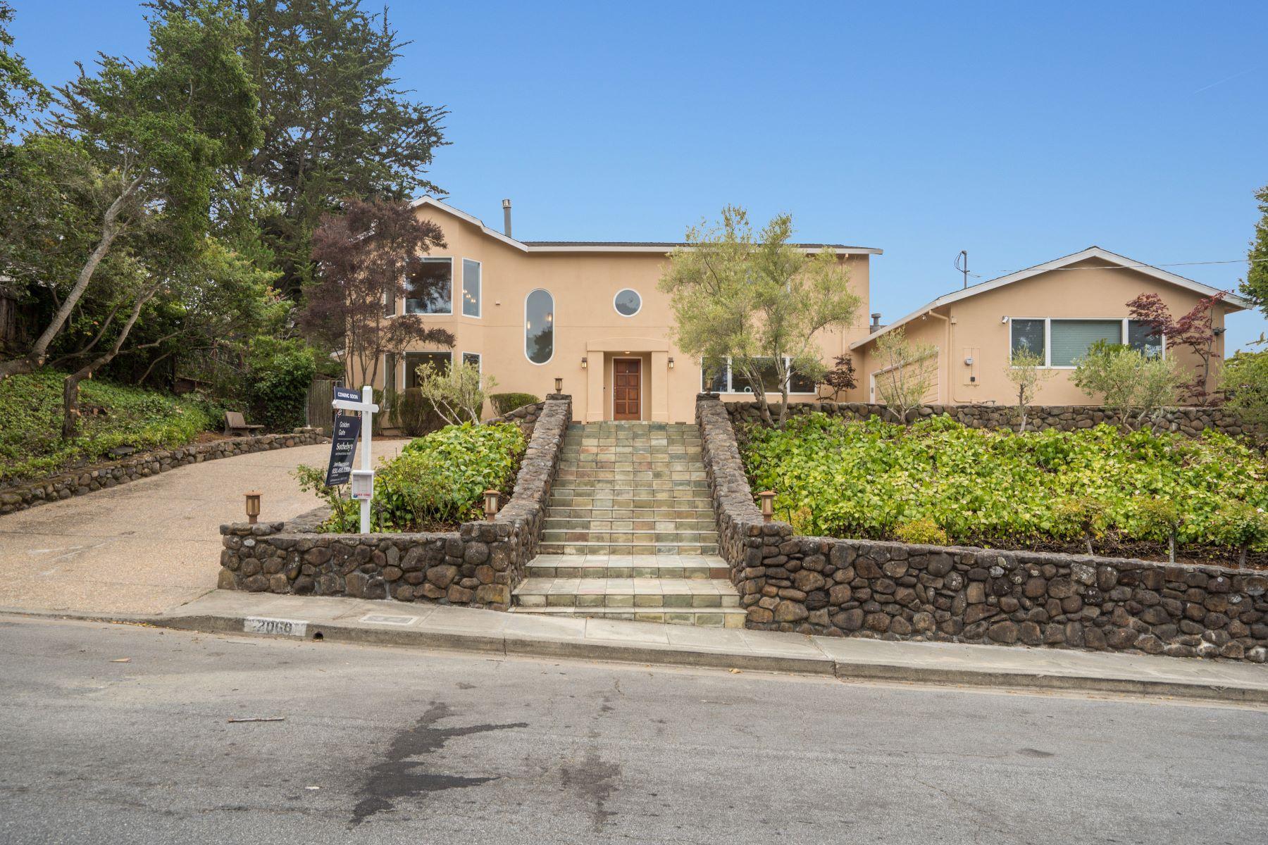 Single Family Homes 为 销售 在 Elegantly Renovated Baywood Park Home 2060 Queens Lane 圣马特奥市, 加利福尼亚州 94402 美国
