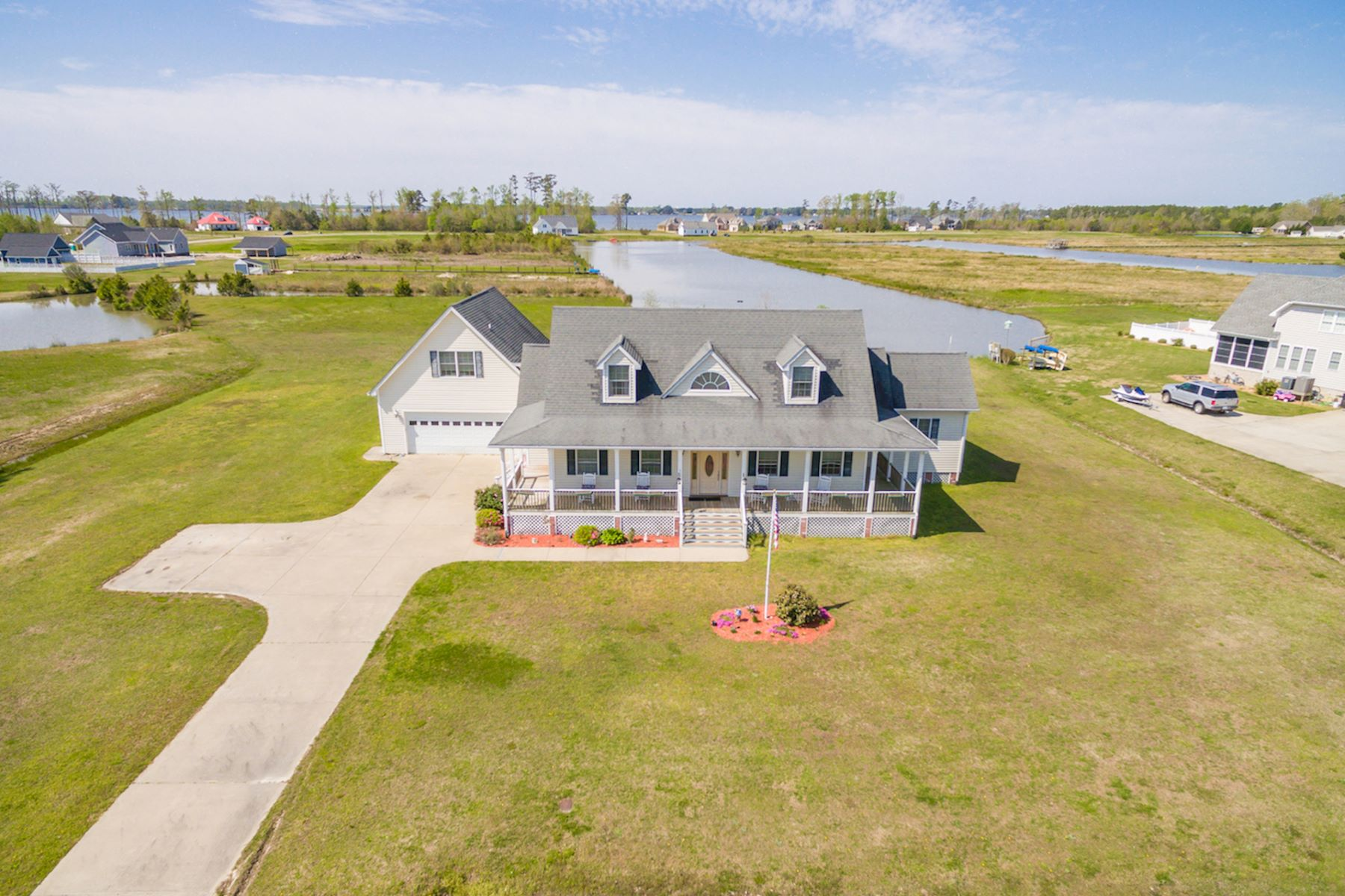 Single Family Homes 为 销售 在 The Waters At Sunset Pointe 454 Pointe Vista Dr, Elizabeth City, 北卡罗来纳州 27909 美国