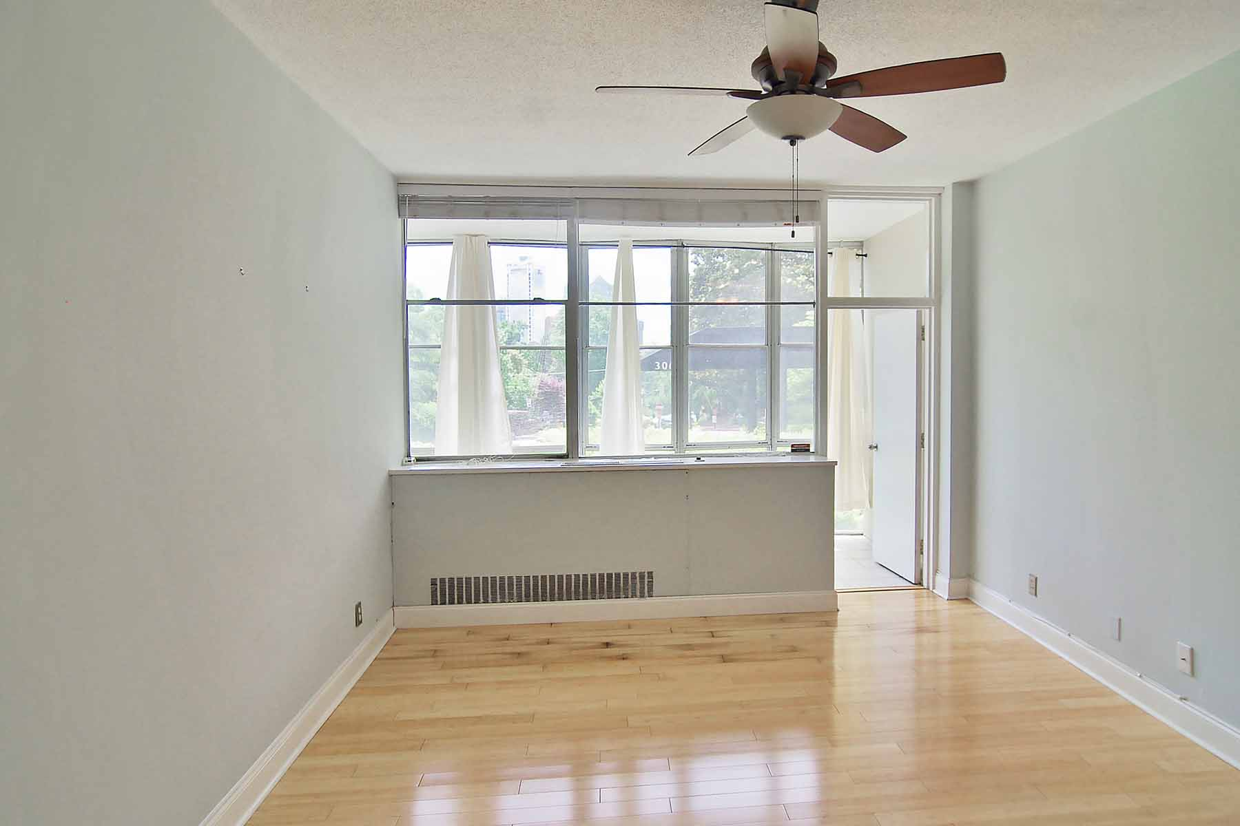 Park The Car!  You Will Not Need One At This Renovated One-Bedroom Condo! 3060 N Pharr Court NW Unit 119A Atlanta, Georgia 30305 États-Unis