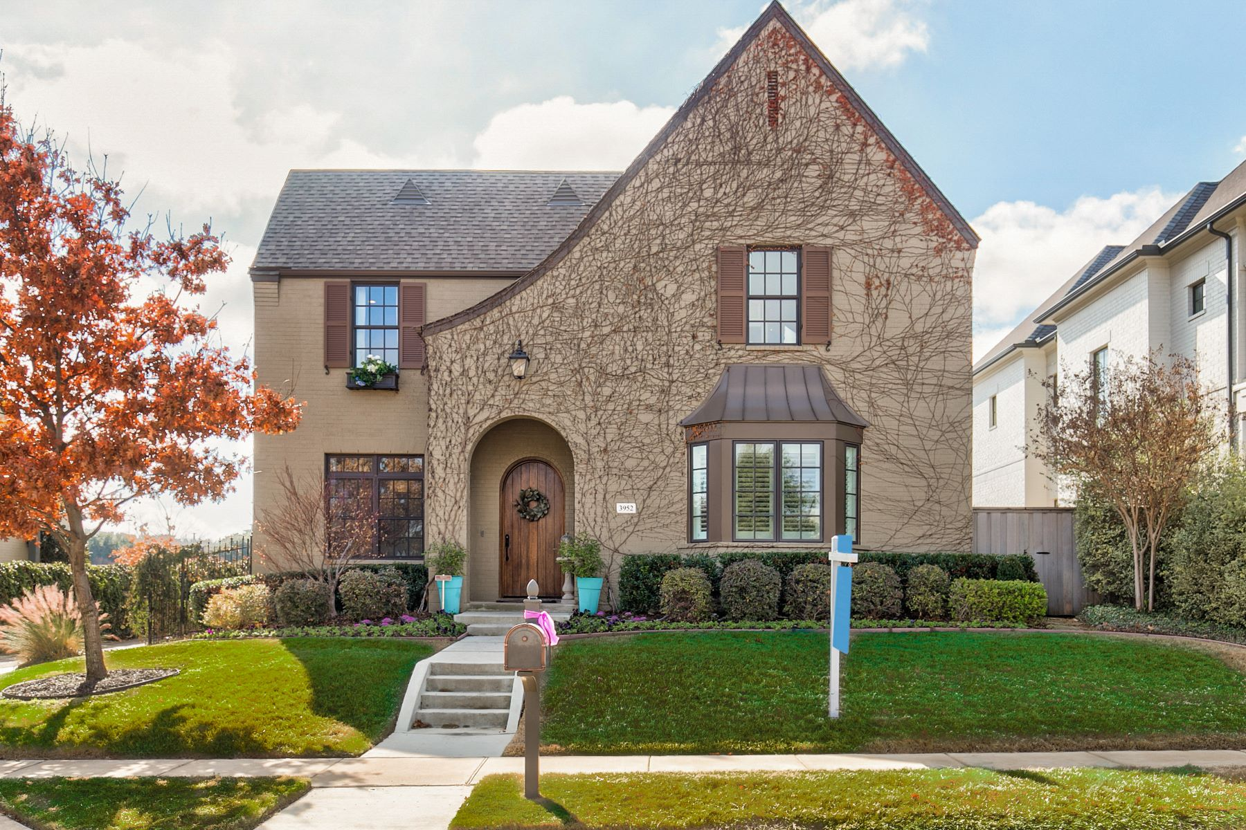 Single Family Homes for Active at 3952 Bishops Flower Road Fort Worth, Texas 76109 United States