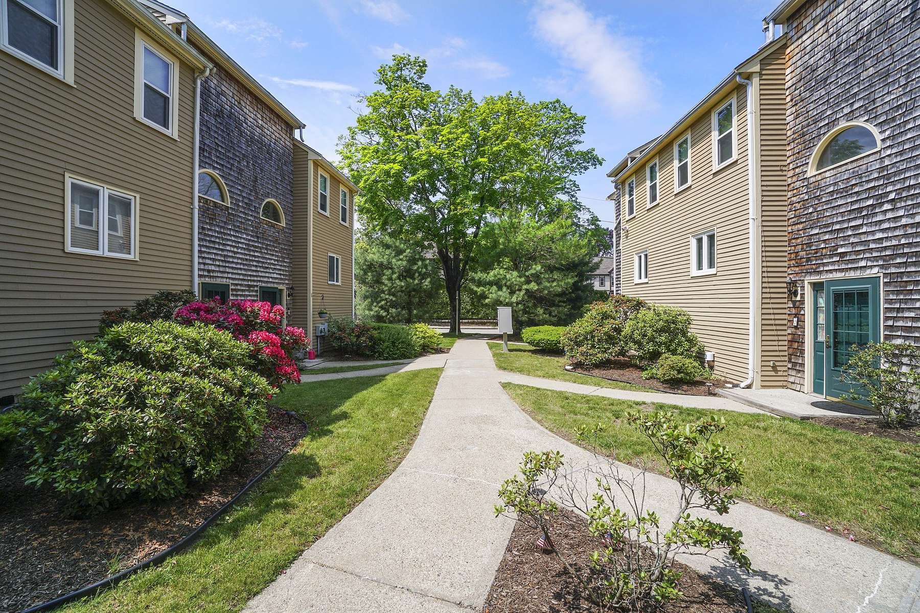 Condominiums for Sale at Capron Woods 2 13th St 4 Attleboro, Massachusetts 02703 United States
