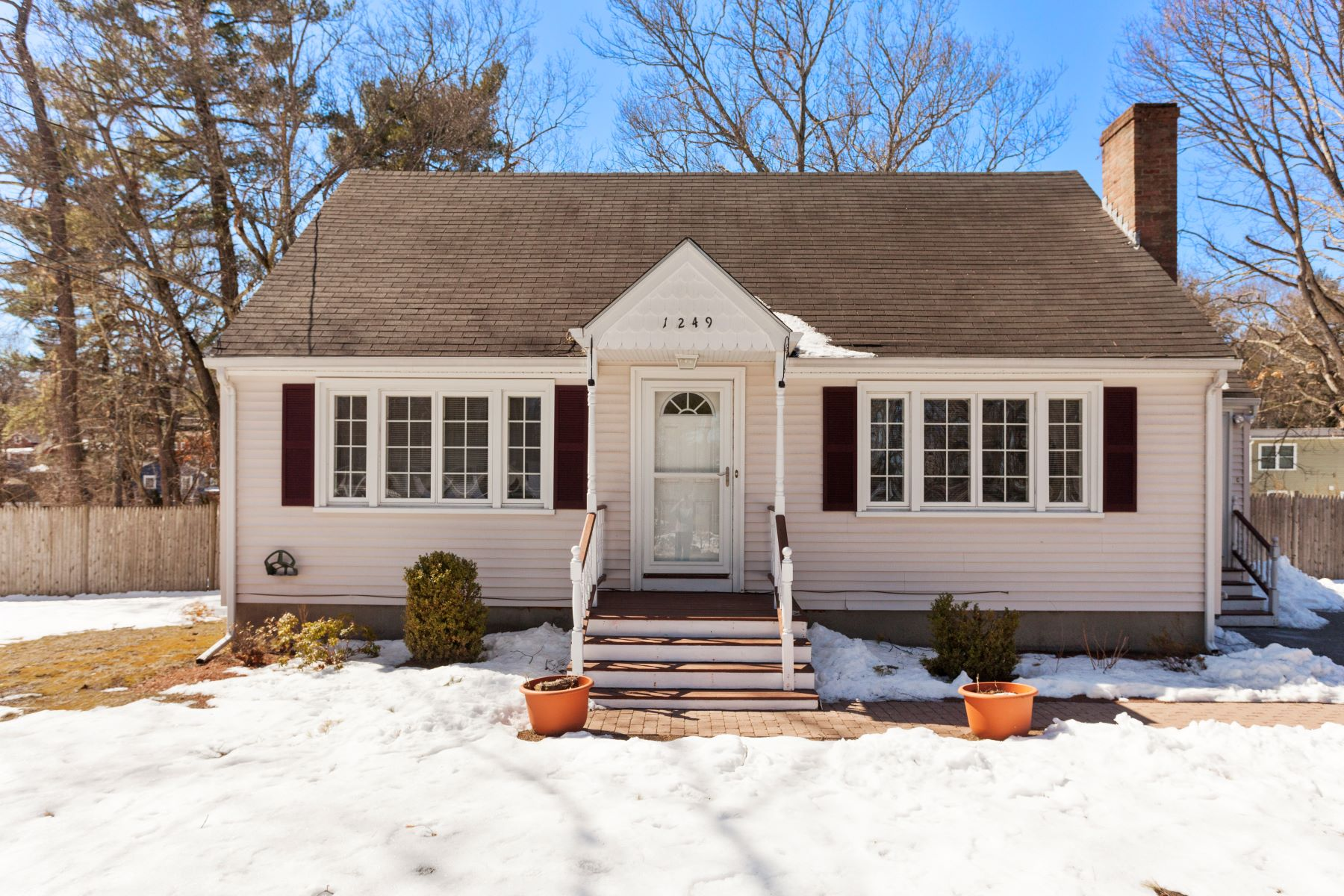 Single Family Home for Sale at 3 bedroom Cape home in Tewksbury 1249 Whipple Road Tewksbury, Massachusetts 01876 United States