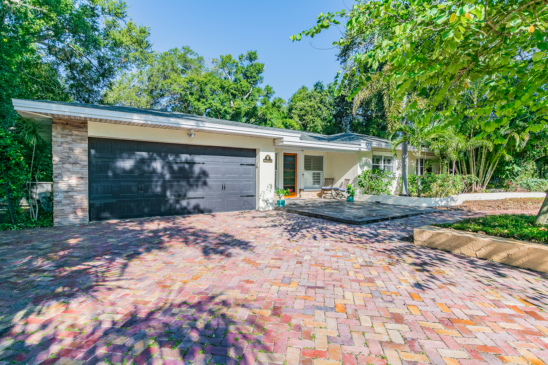 Single Family Homes for Active at BELLEAIR 1578 Druid Rd S Belleair, Florida 33756 United States