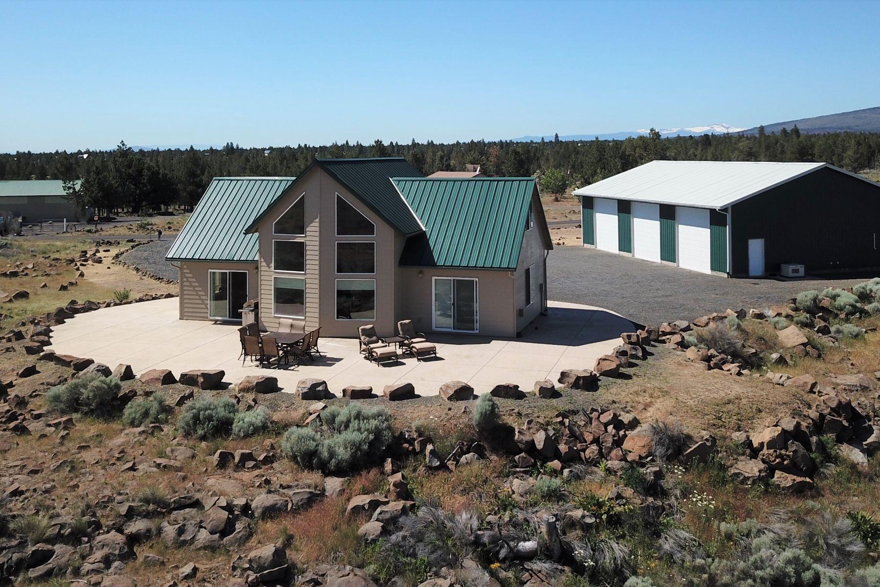 Single Family Homes pour l Vente à Lake & Mountain View Getaway 12716 SW That Way Lane, Culver, Oregon 97734 États-Unis