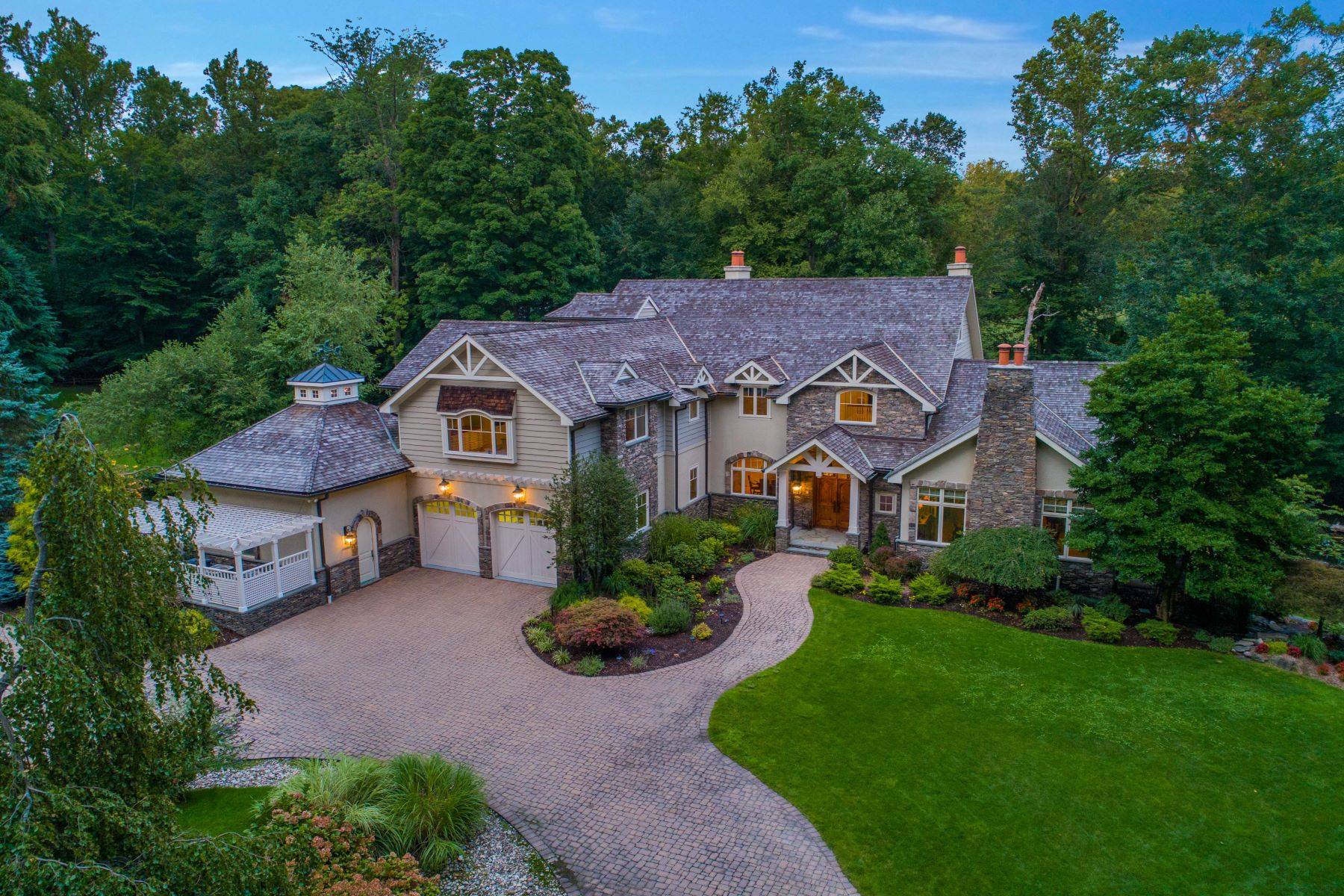 Single Family Homes for Active at EXCLUSIVE 3+ACRES ESTATE 2 Lookout Dr Saddle River, New Jersey 07458 United States