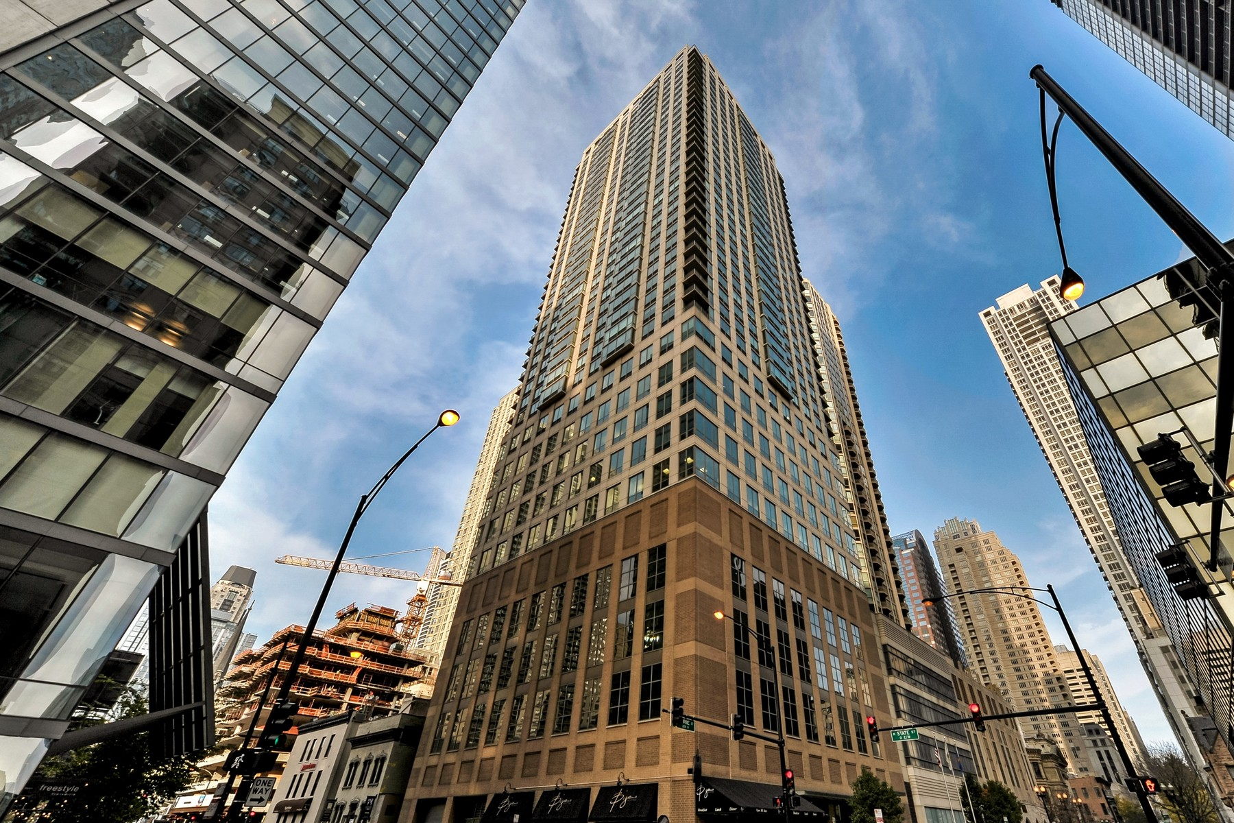Condominium for Sale at Breathtaking North West Views! 2 E Erie Street Unit 2709, Near North Side, Chicago, Illinois, 60611 United States