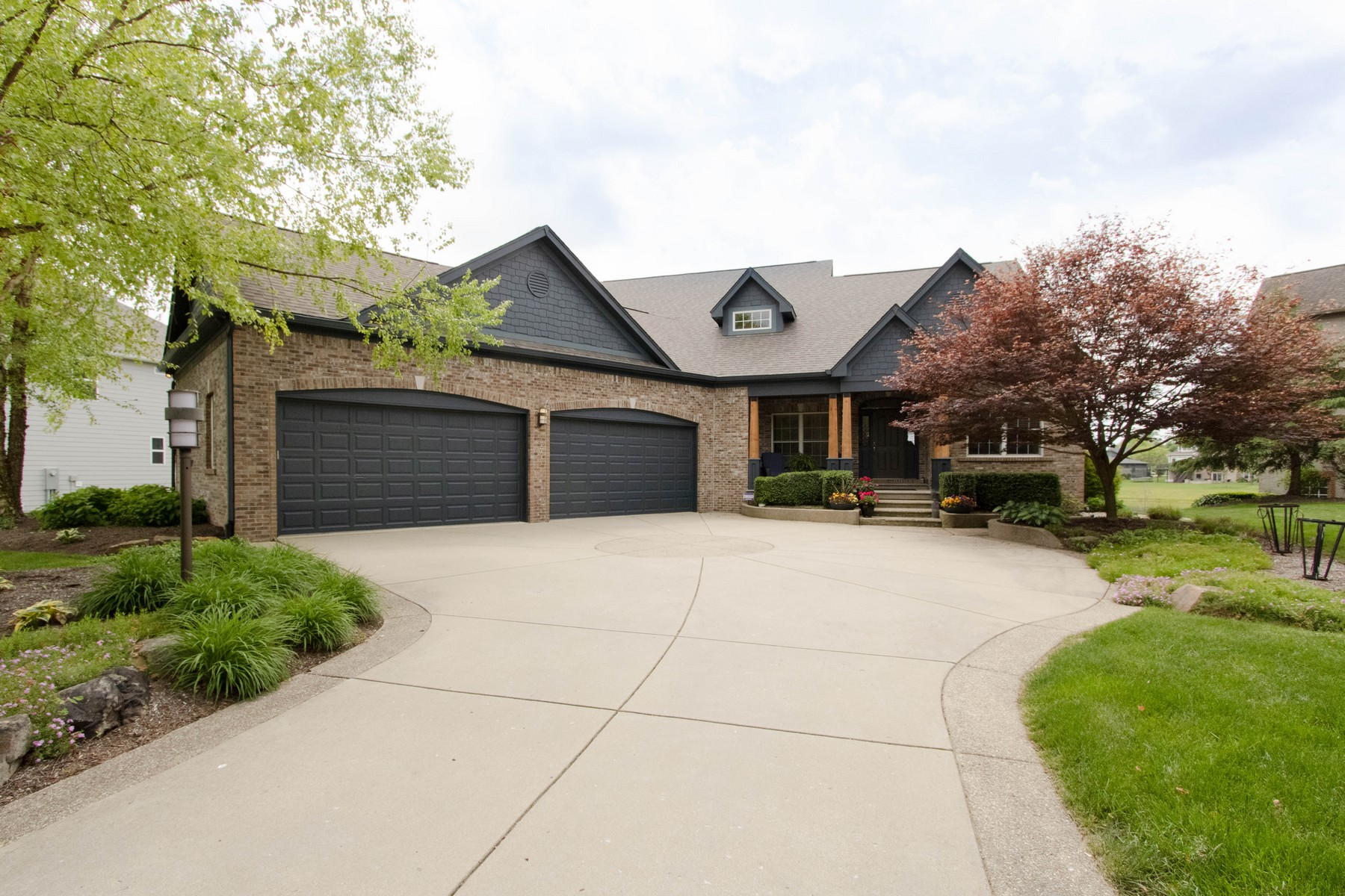 Single Family Homes 为 销售 在 Fabulous Lochaven Home 6565 Pennan Court Noblesville, 印第安纳州 46062 美国