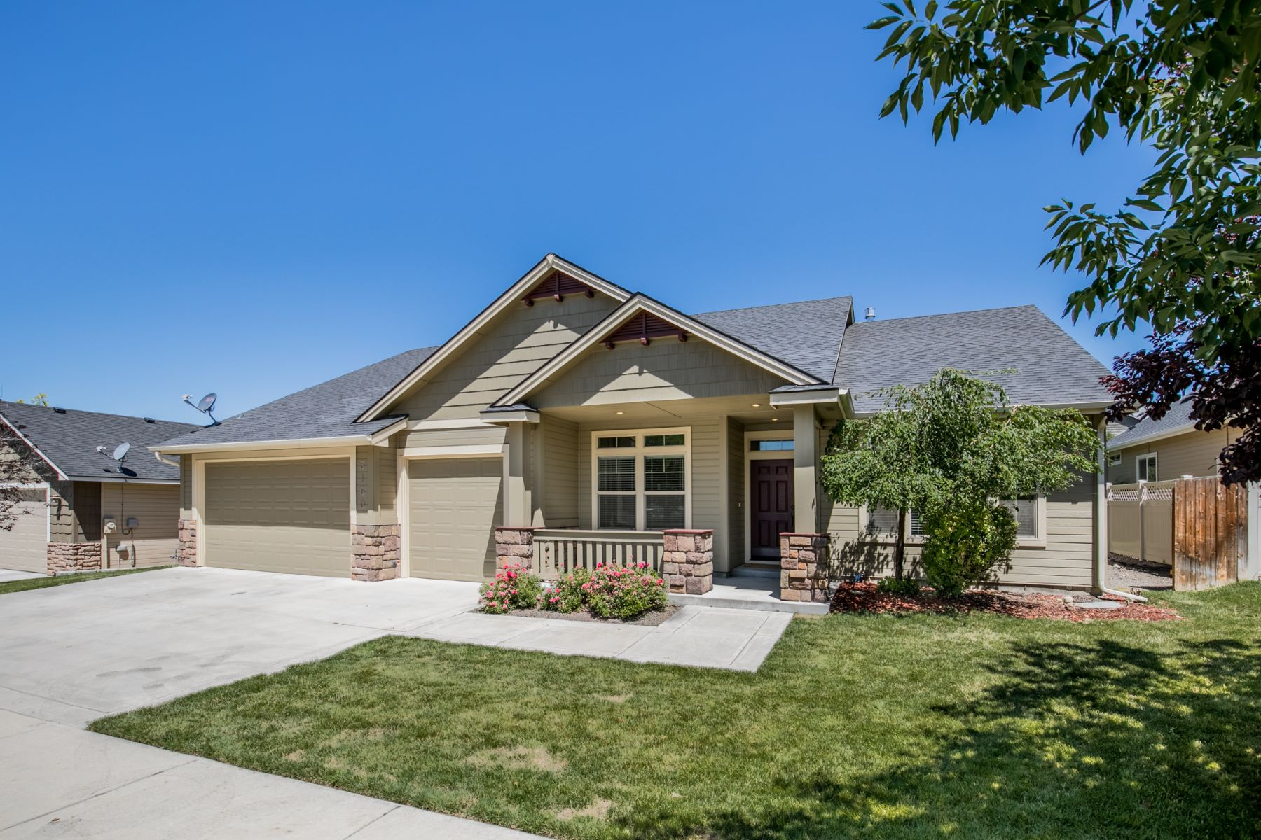 Single Family Homes for Active at 3160 Shadowview St, Eagle 3160 E Shadowview St Eagle, Idaho 83616 United States